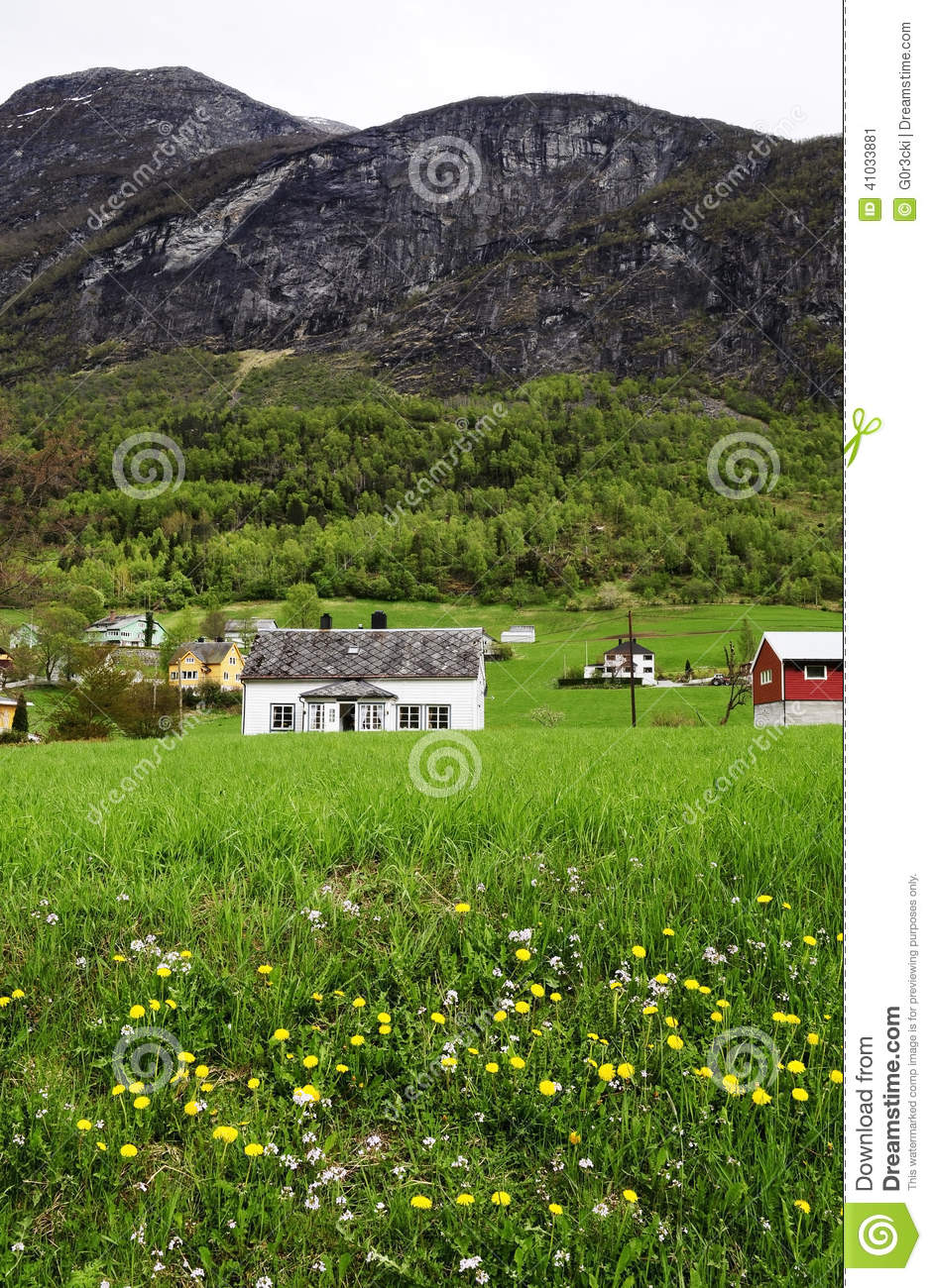 Small House With Front Porch Stock Photo Image 41033881