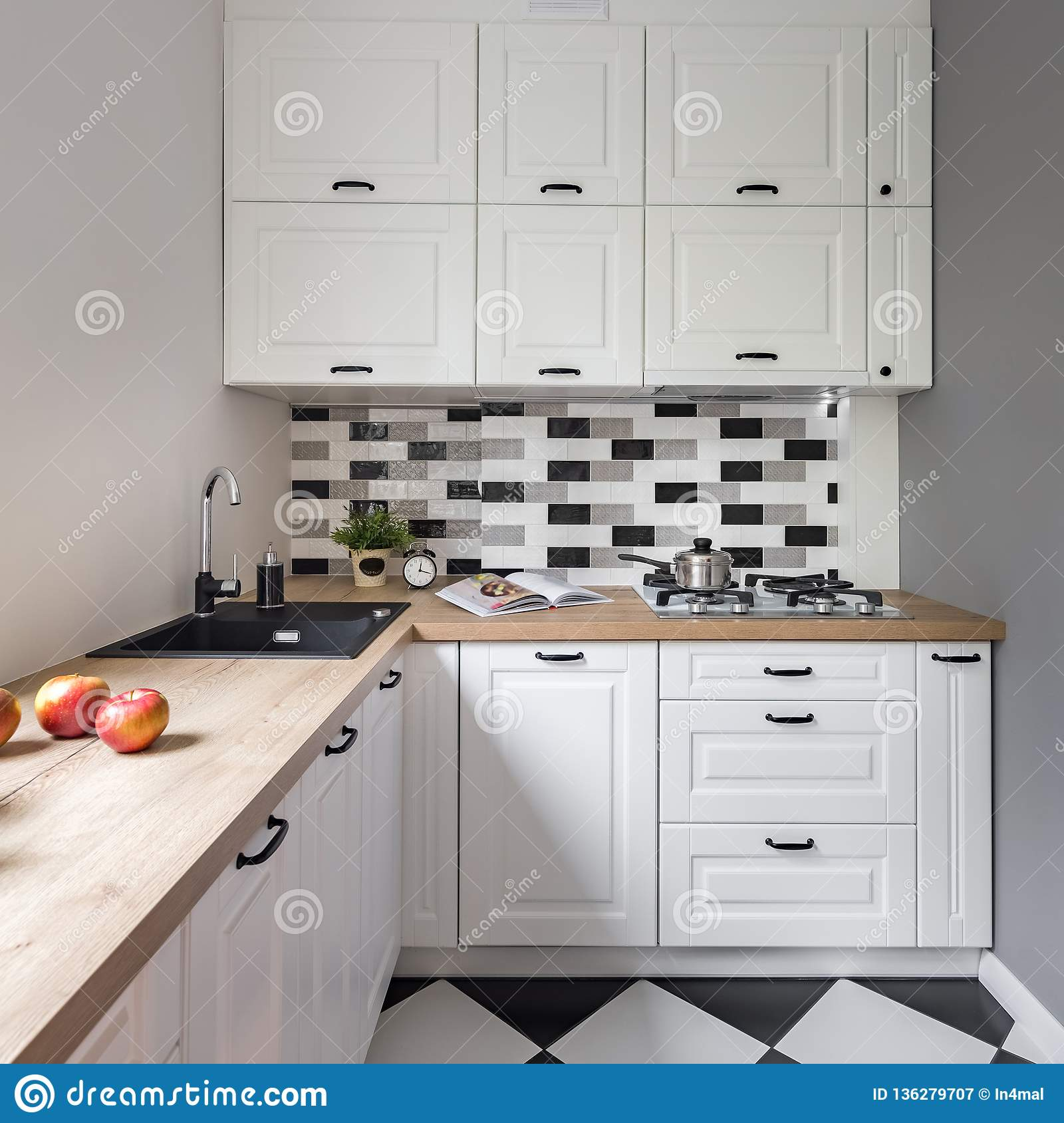 White Small Kitchen Classic Design Erigiestudio