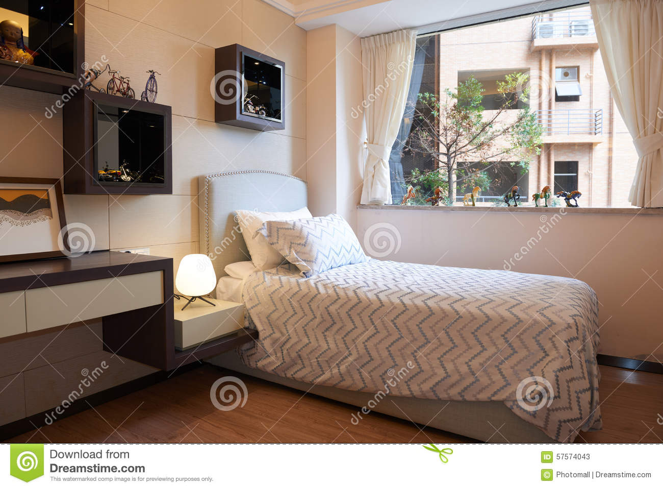 Small bedroom royalty free stock photography for Chambre coucher moderne