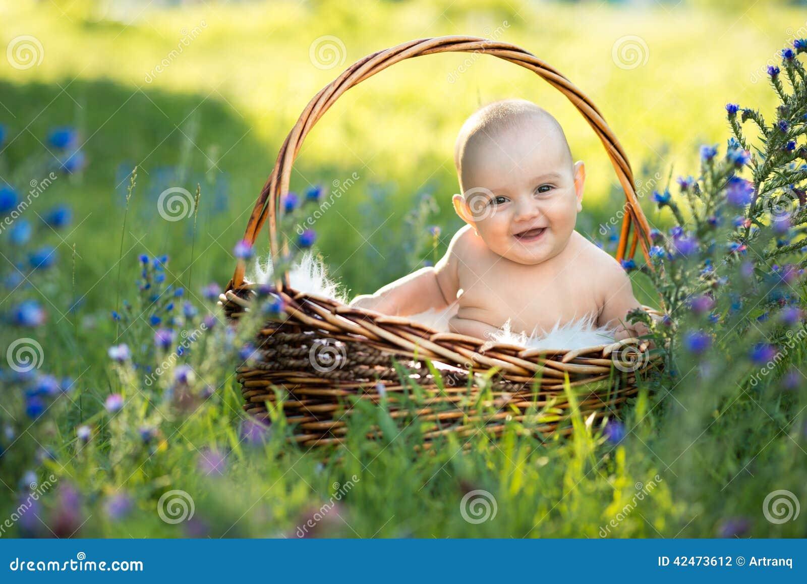 child naked  Small naked smiling child ...