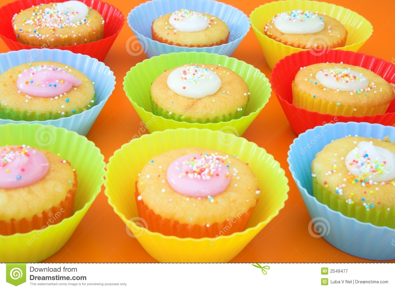 Small party cakes with icing