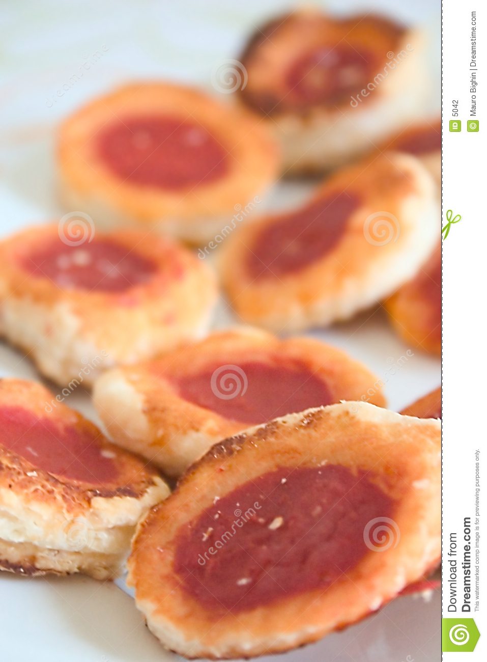 Small pastry pizzas
