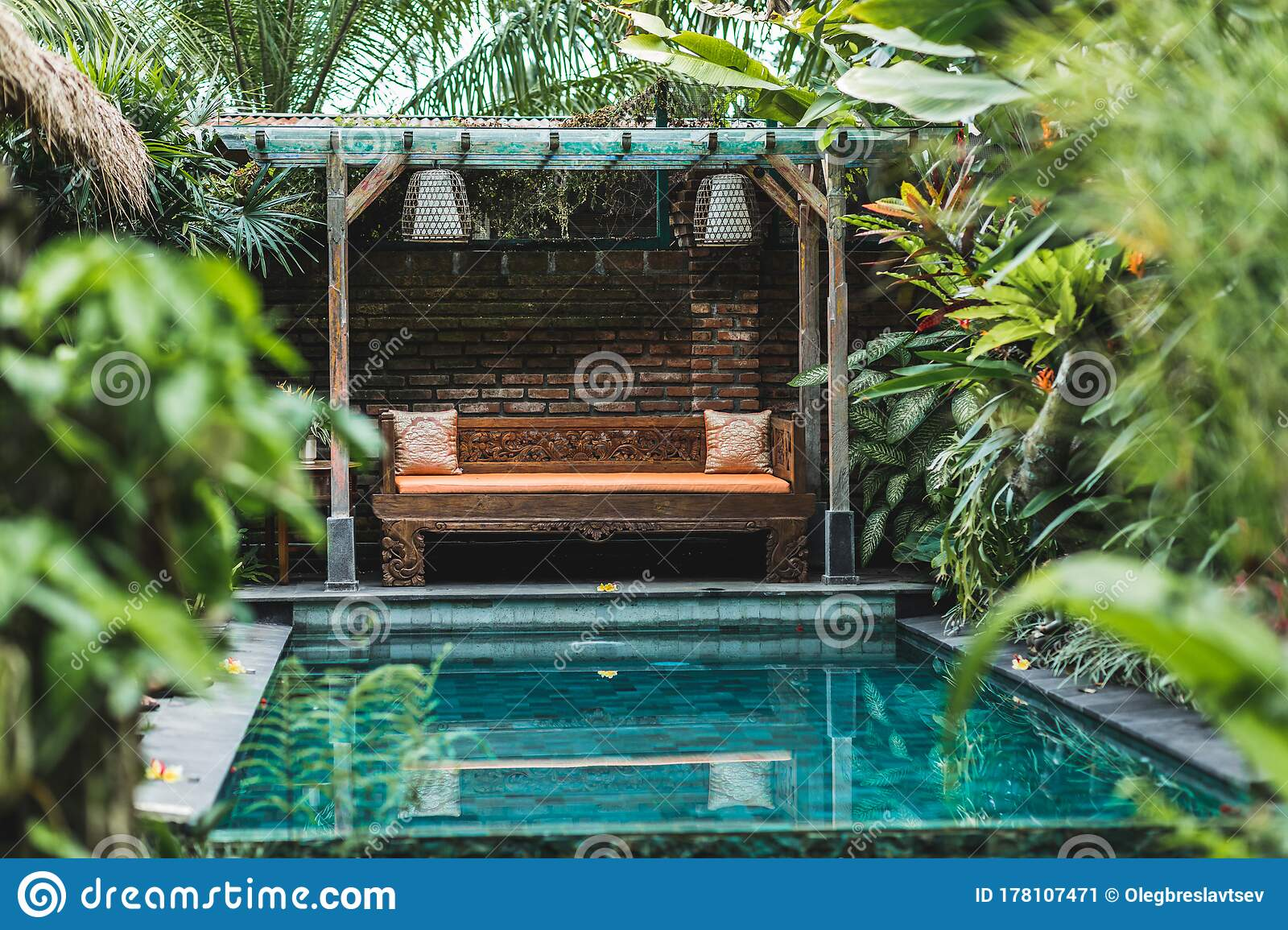 1 170 Small Swimming Pool House Photos Free Royalty Free Stock Photos From Dreamstime