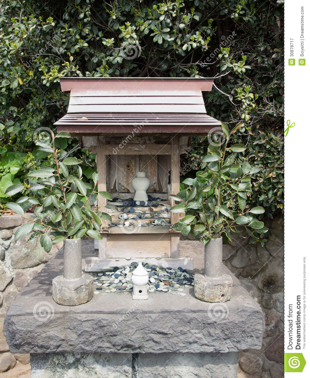 a description of the japanese home shrine Description the suwa grand shrine is head of the over 10,000 suwa shrines spread across japan (and beyond) centered on lake suwa, the historical shrine (records date back 1200 years) is.
