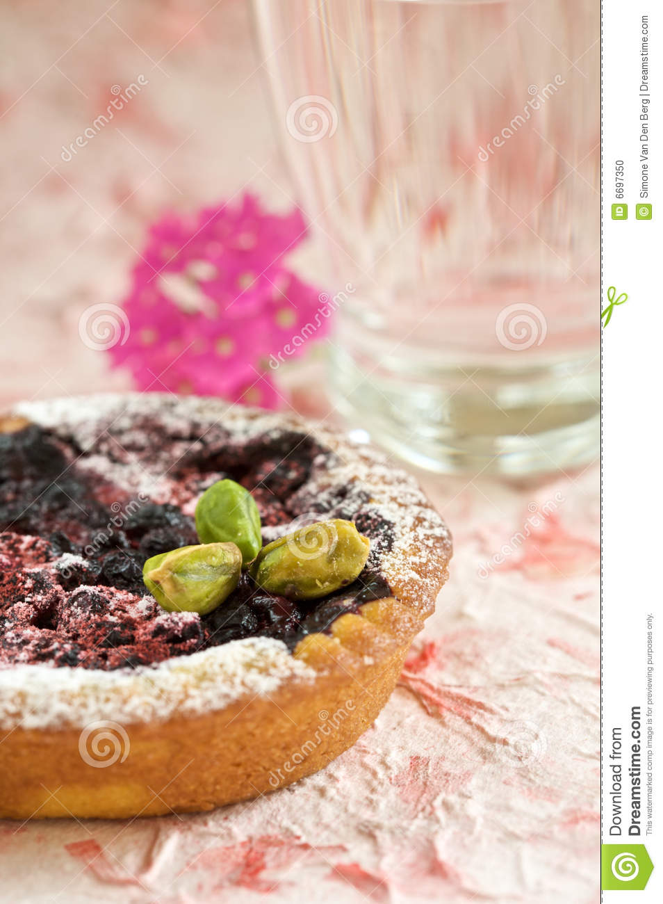Small tartelette with prunes and pistachio nuts