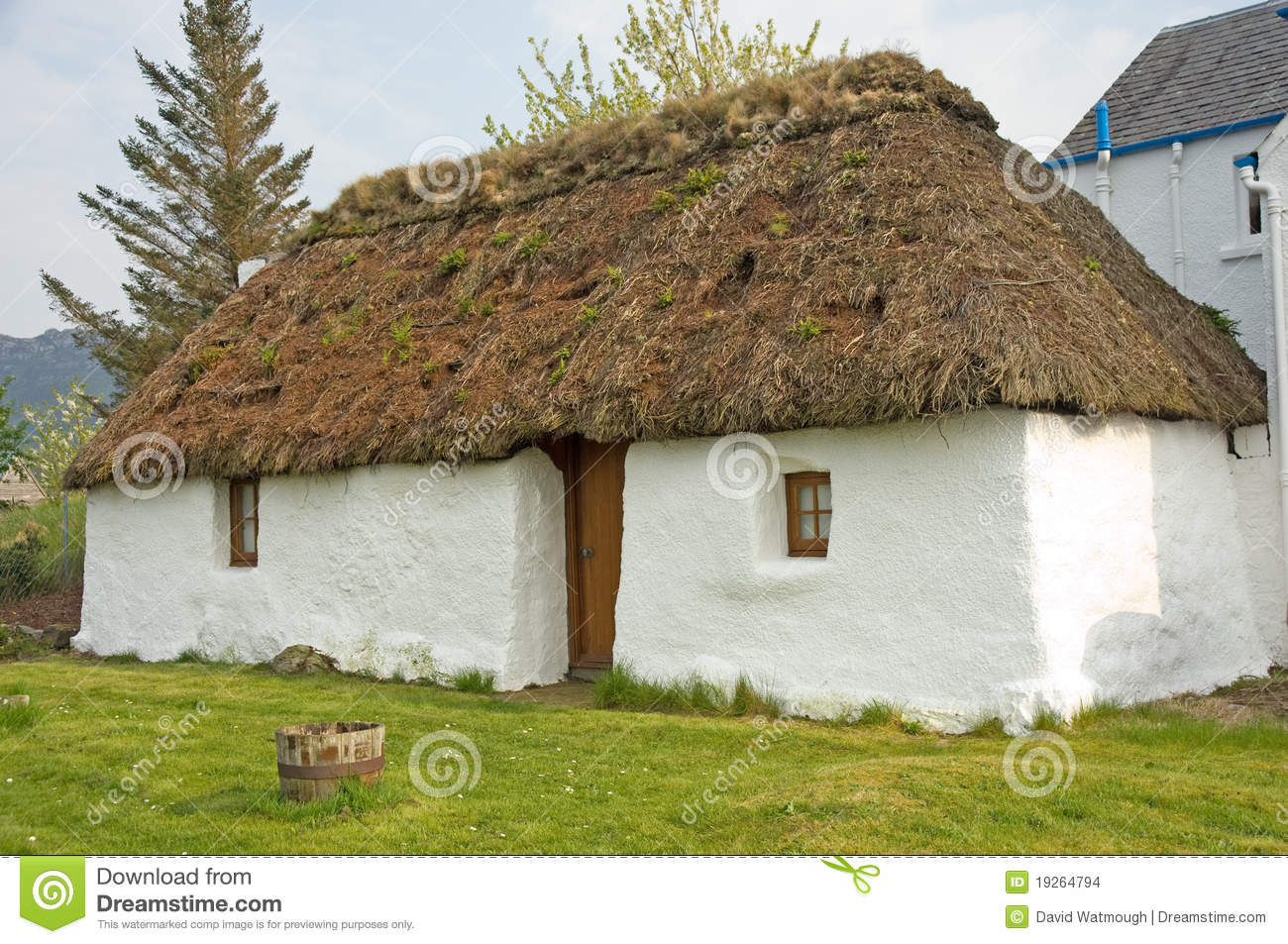 Small Thatched Cottage Stock Images Image 19264794