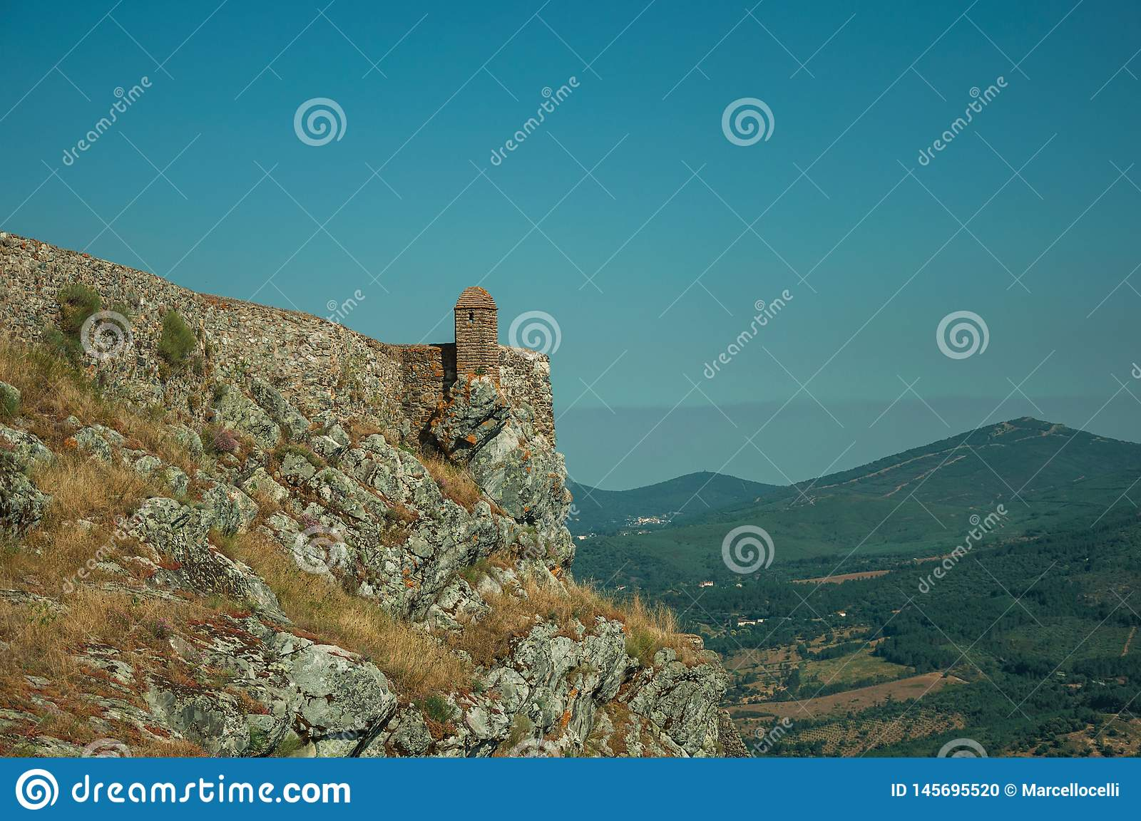 Small watchtower and stone wall over cliff in Marvao