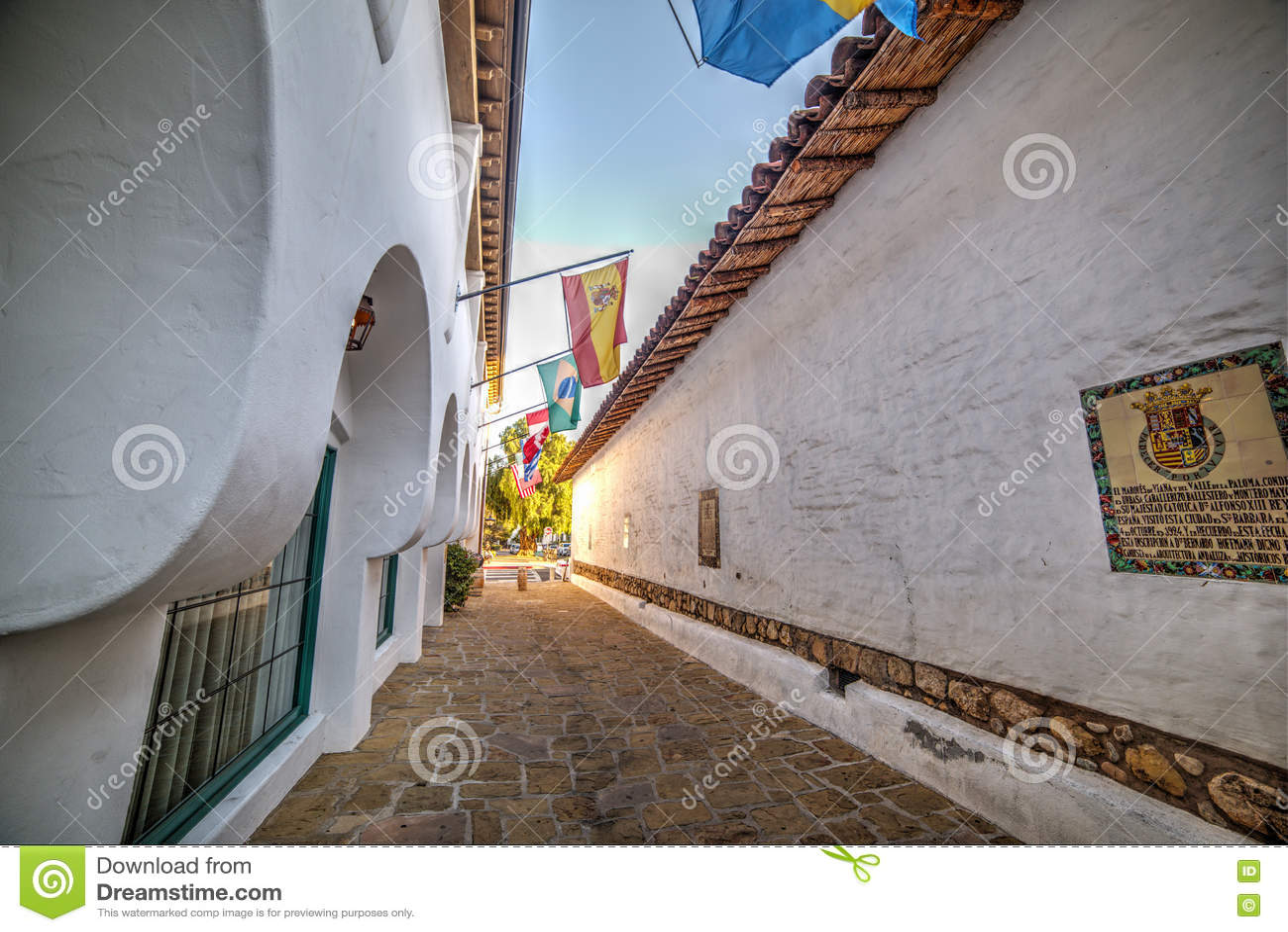 Smalle backstreet in Oude Stad Santa Barbara