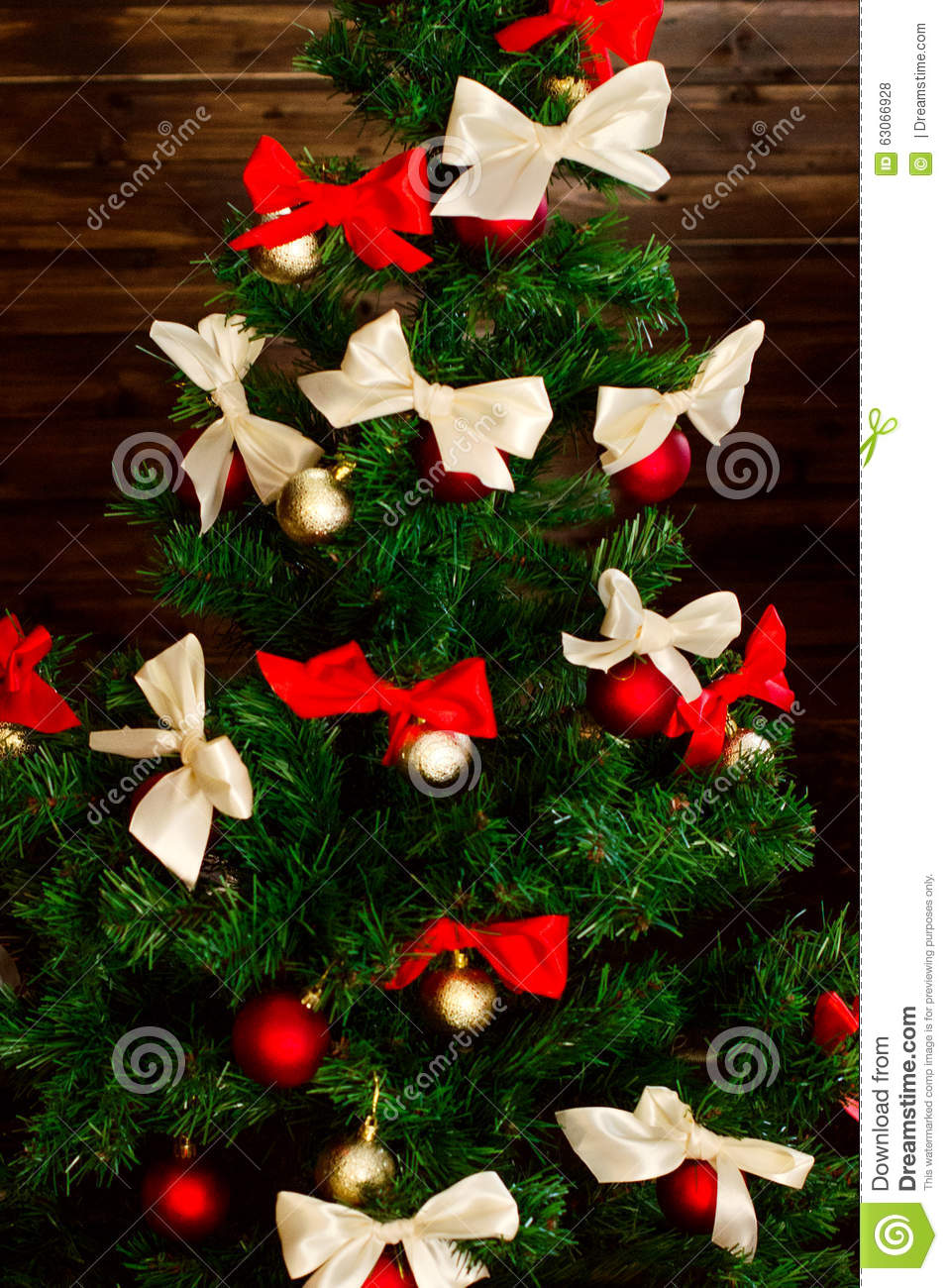 Christmas Tree Bows Red.Smart Christmas Tree Decorated With Red And Cream Colored