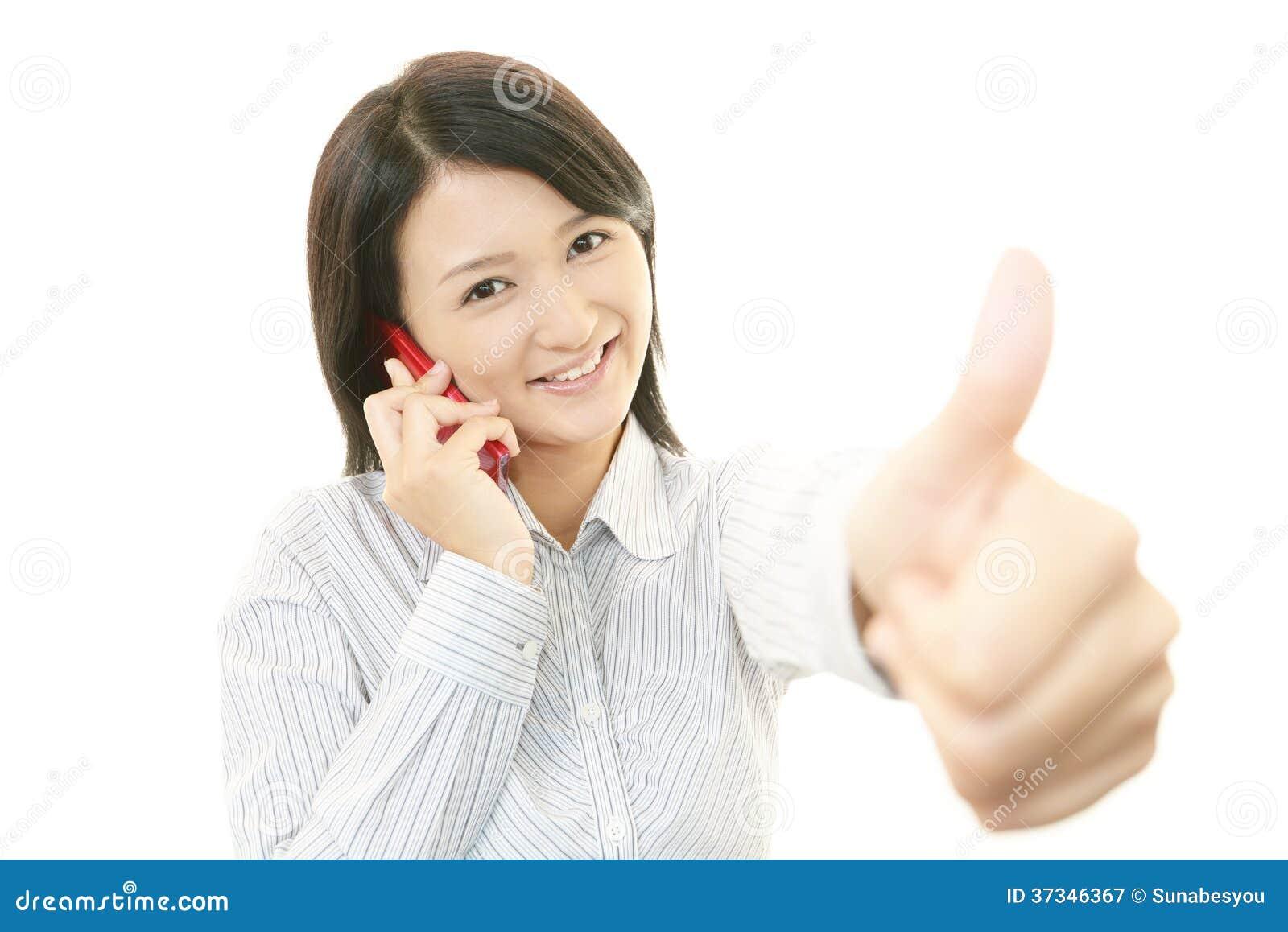 Smart telefon med kvinnan.