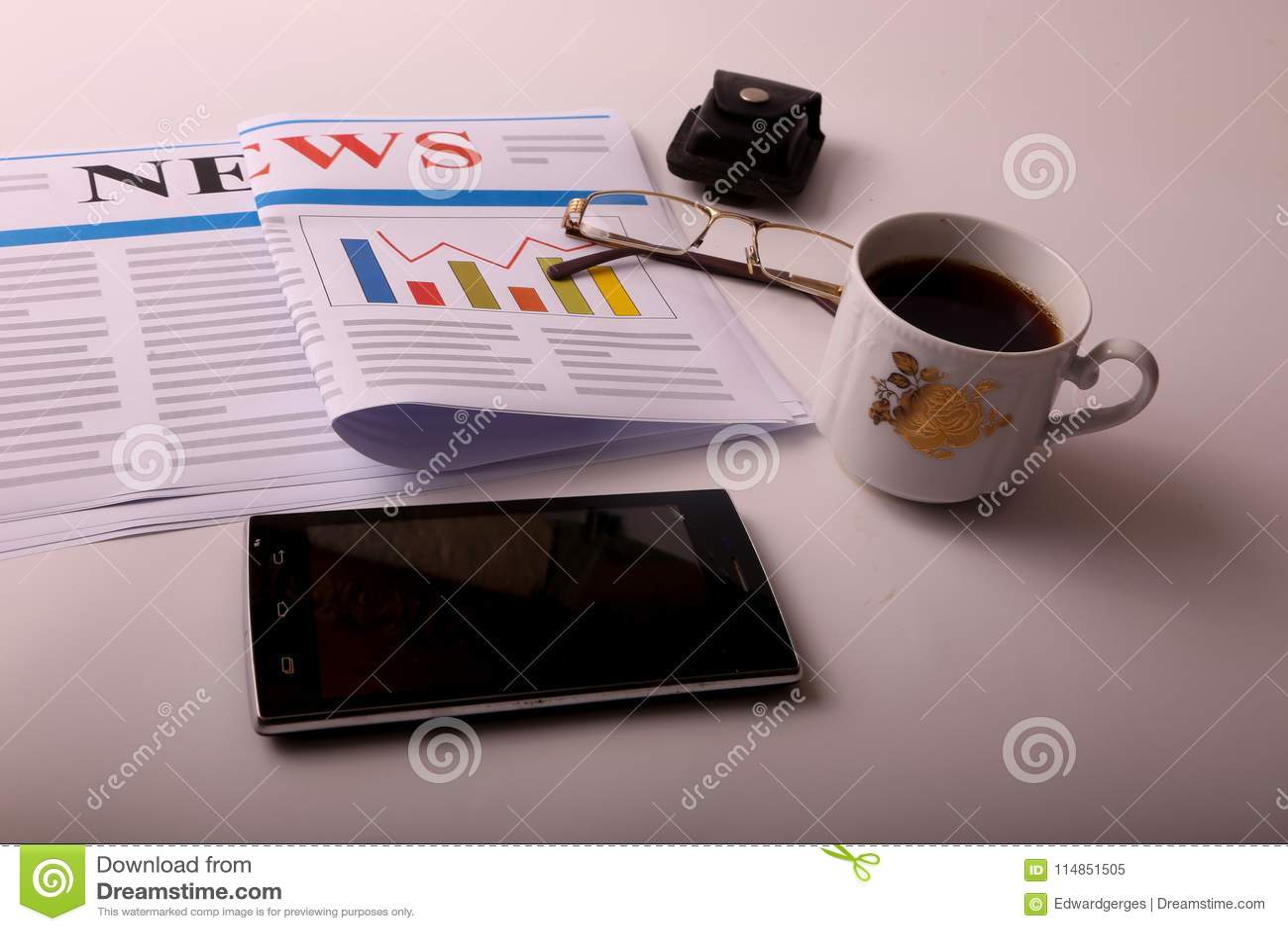 Smartphone με τον καφέ