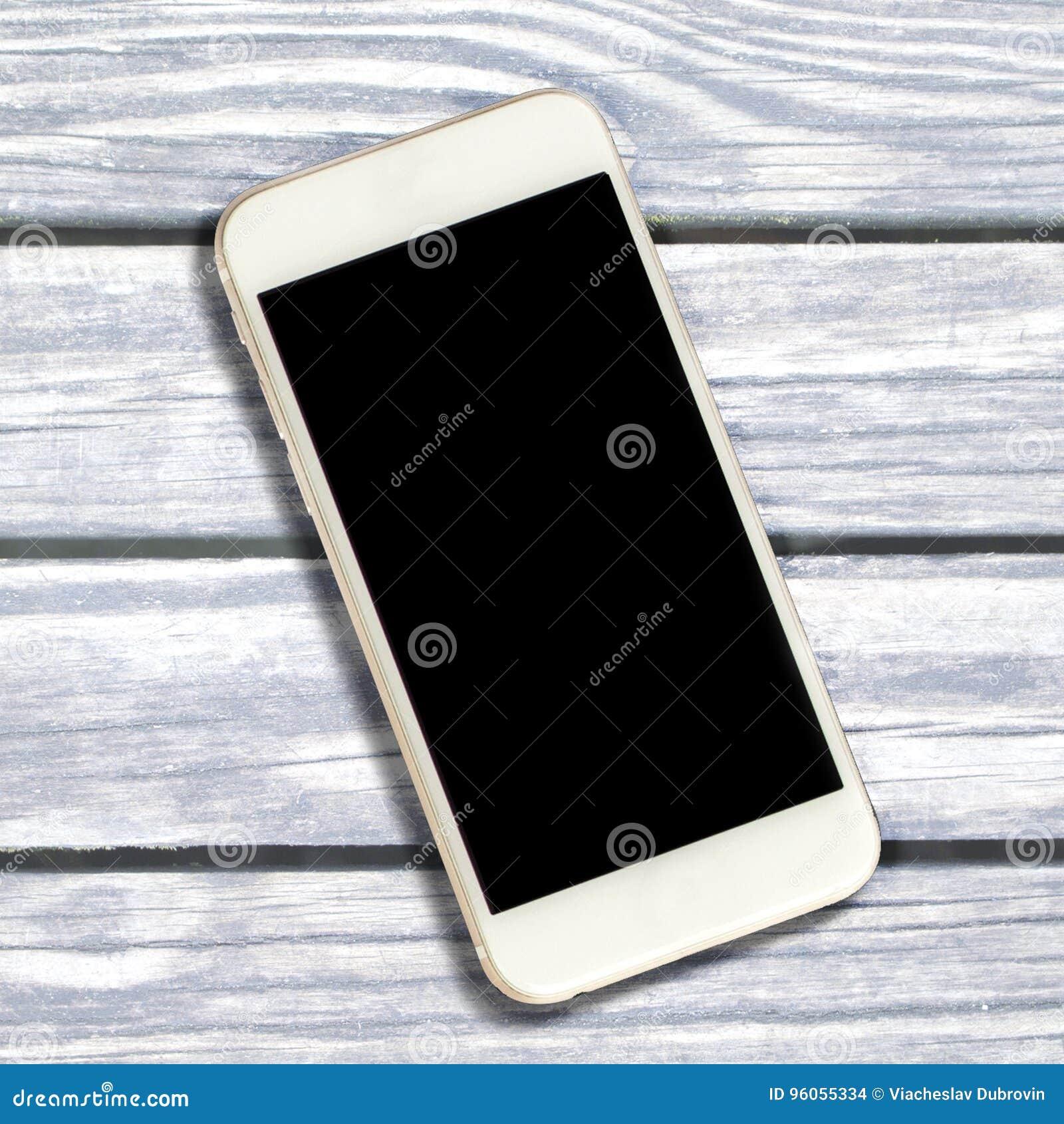 Smartphone blanc avec l écran noir sur le bois de construction Smartphone noir d écran