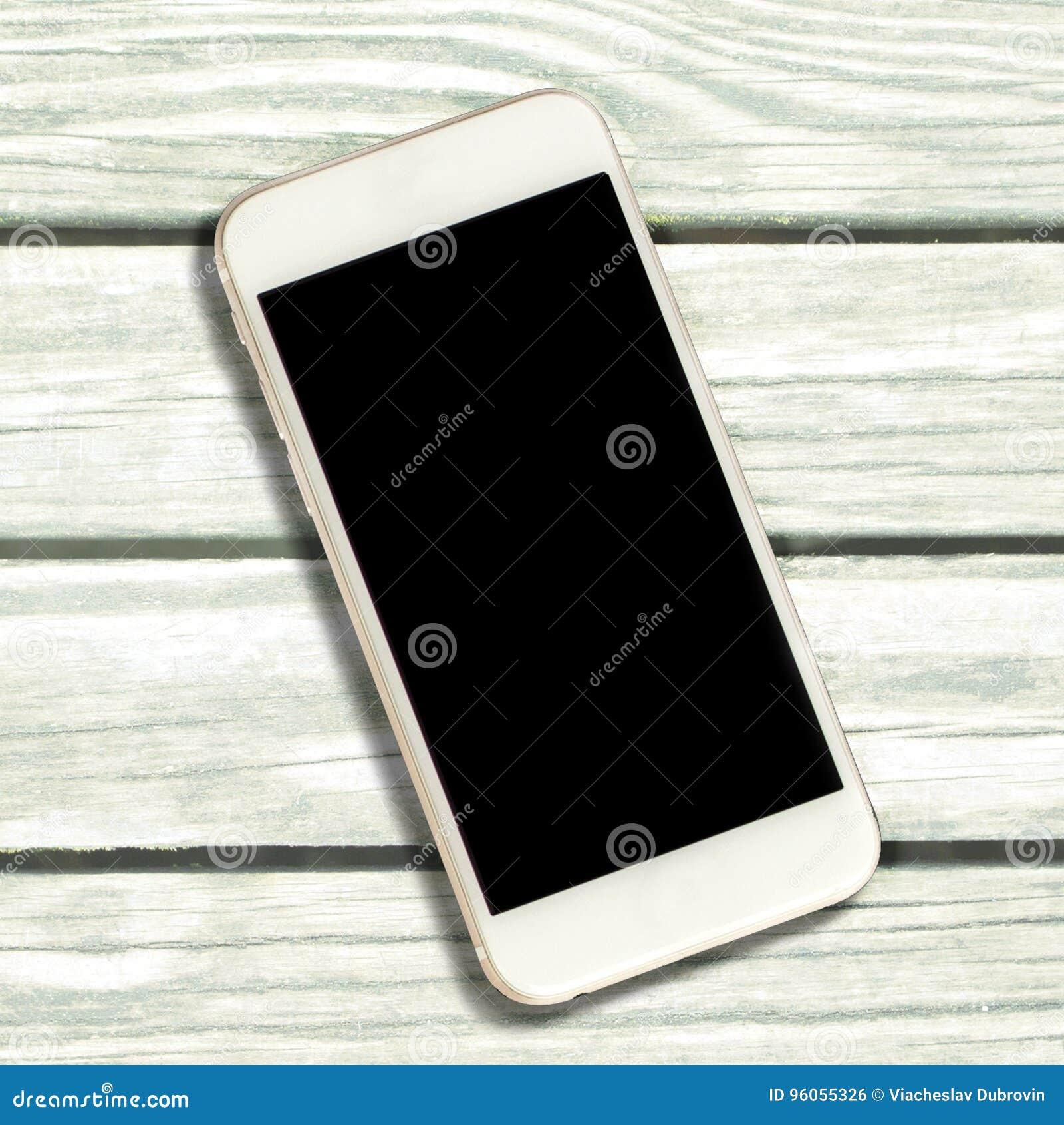Smartphone blanc avec l écran noir sur le fond blanc de bois de construction