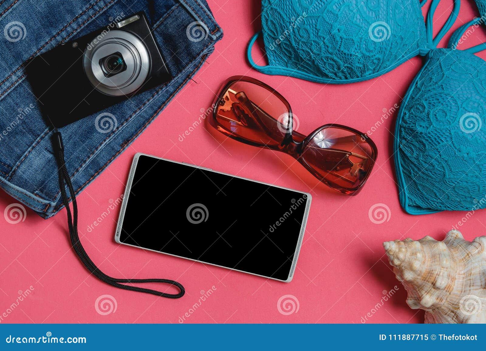 Costume Da Bagno Conchiglia : Smartphone costume da bagno jeans occhiali da sole macchina