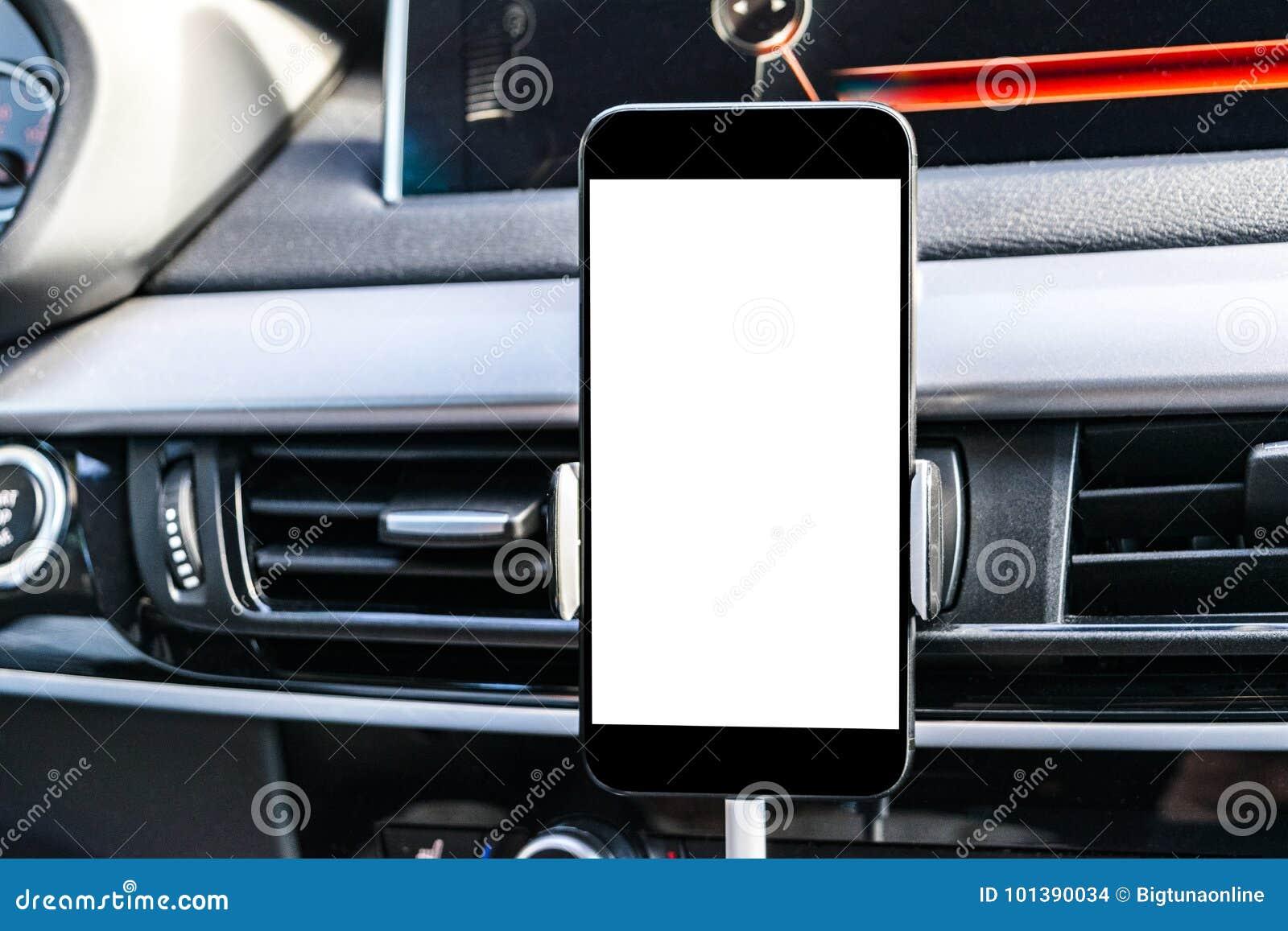 Smartphone in een autogebruik voor Navigate of GPS Het drijven van een auto met Smartphone in houder Mobiele telefoon met het geï