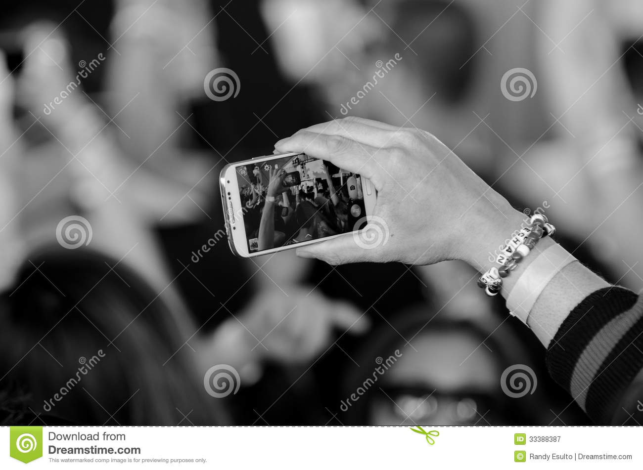 how to watch someone on their phone