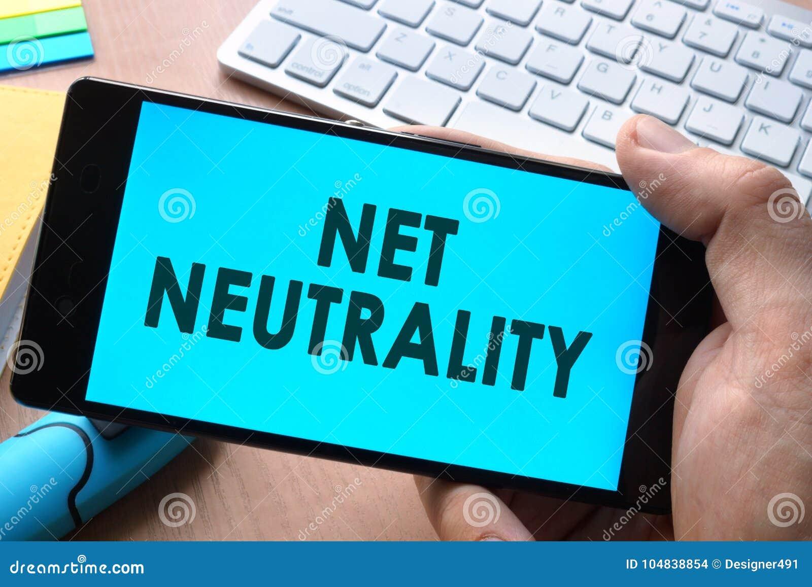 Smartphone met woorden netto neutraliteit