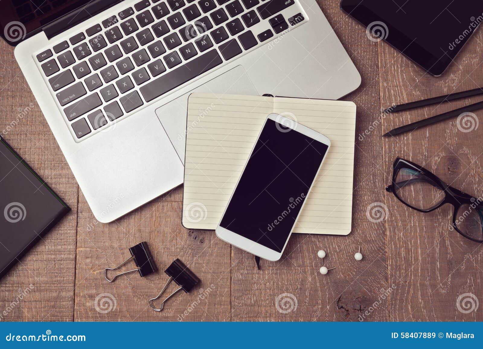 Smartphone mock up in white studio environment black for Table vue de haut