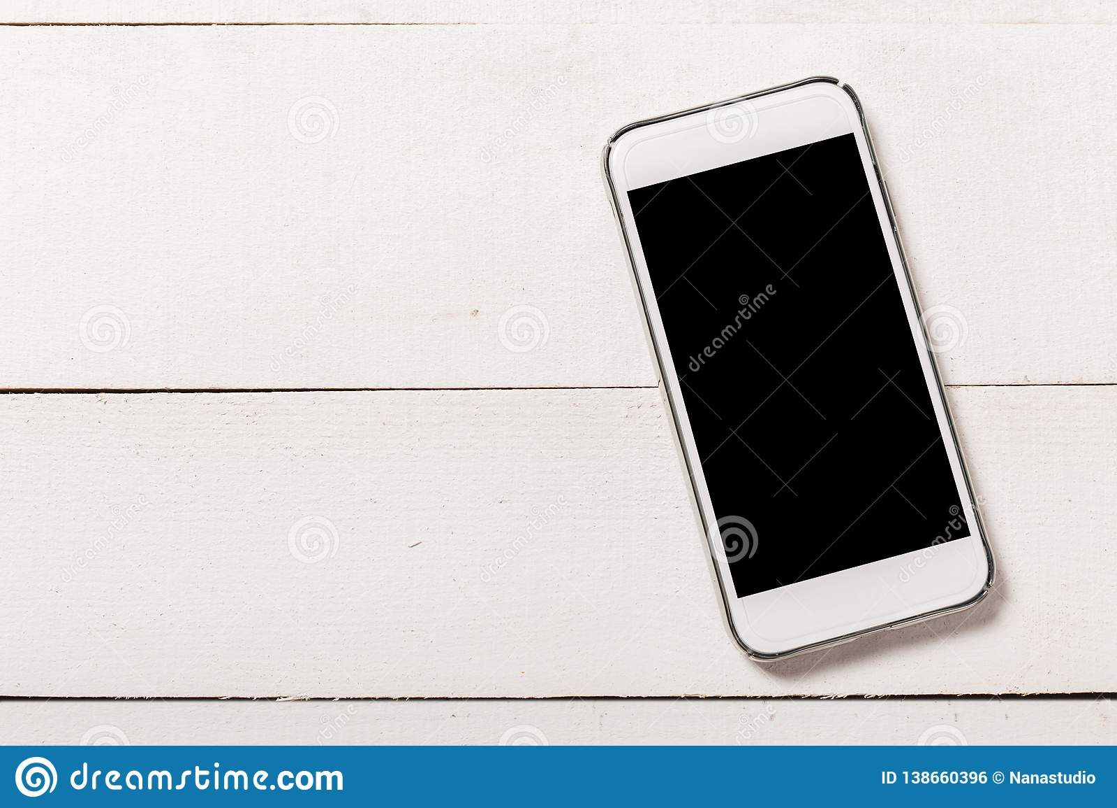 Smartphone sul fondo di legno di struttura Vista superiore