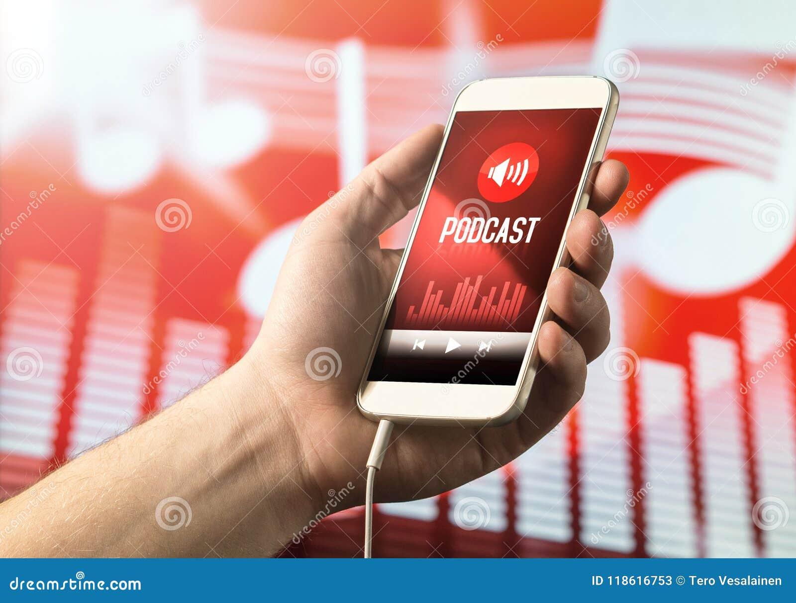 Smartphone van de handholding met podcast app op het scherm