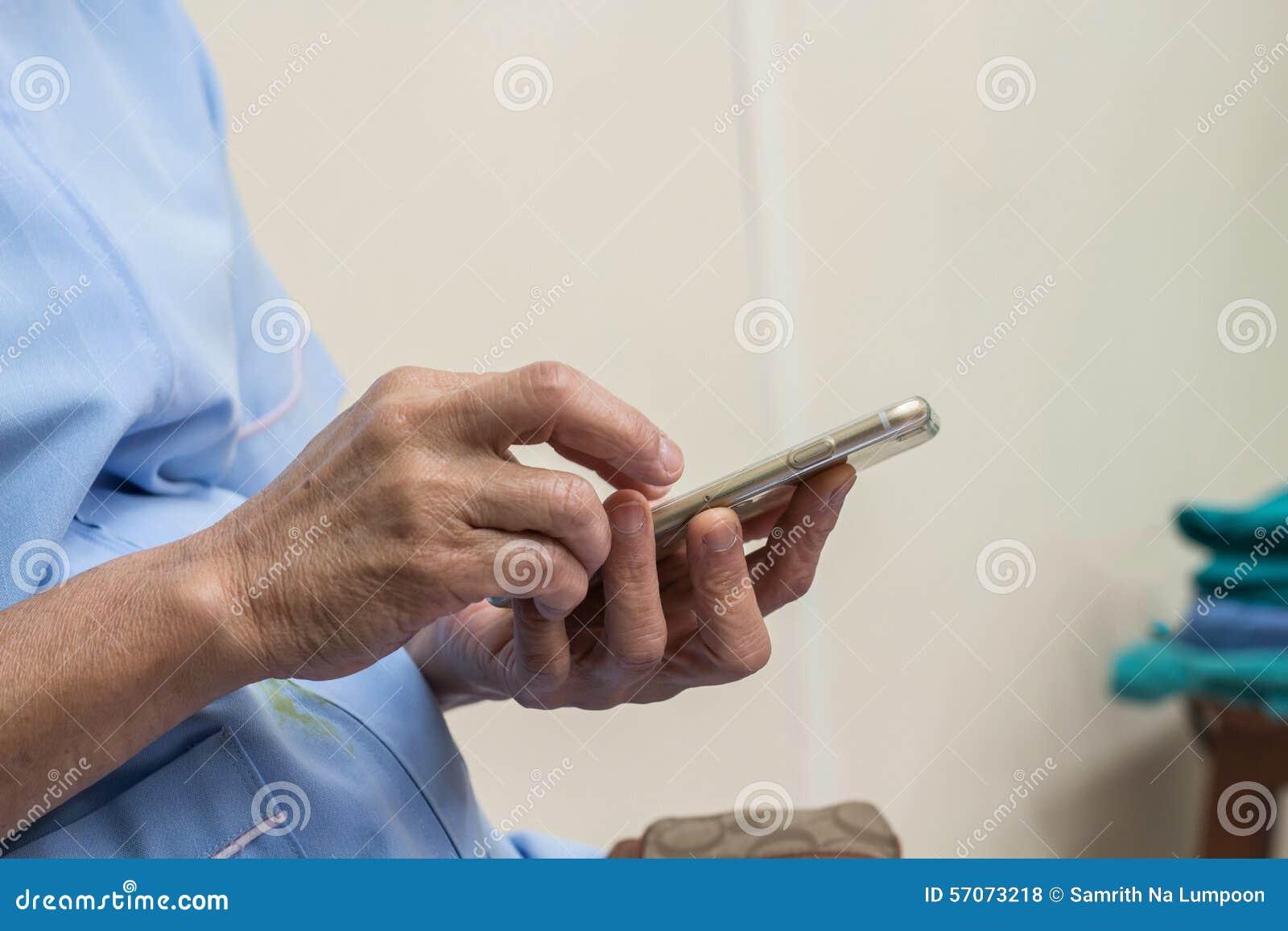 Smartphone van de vrouwenaanraking