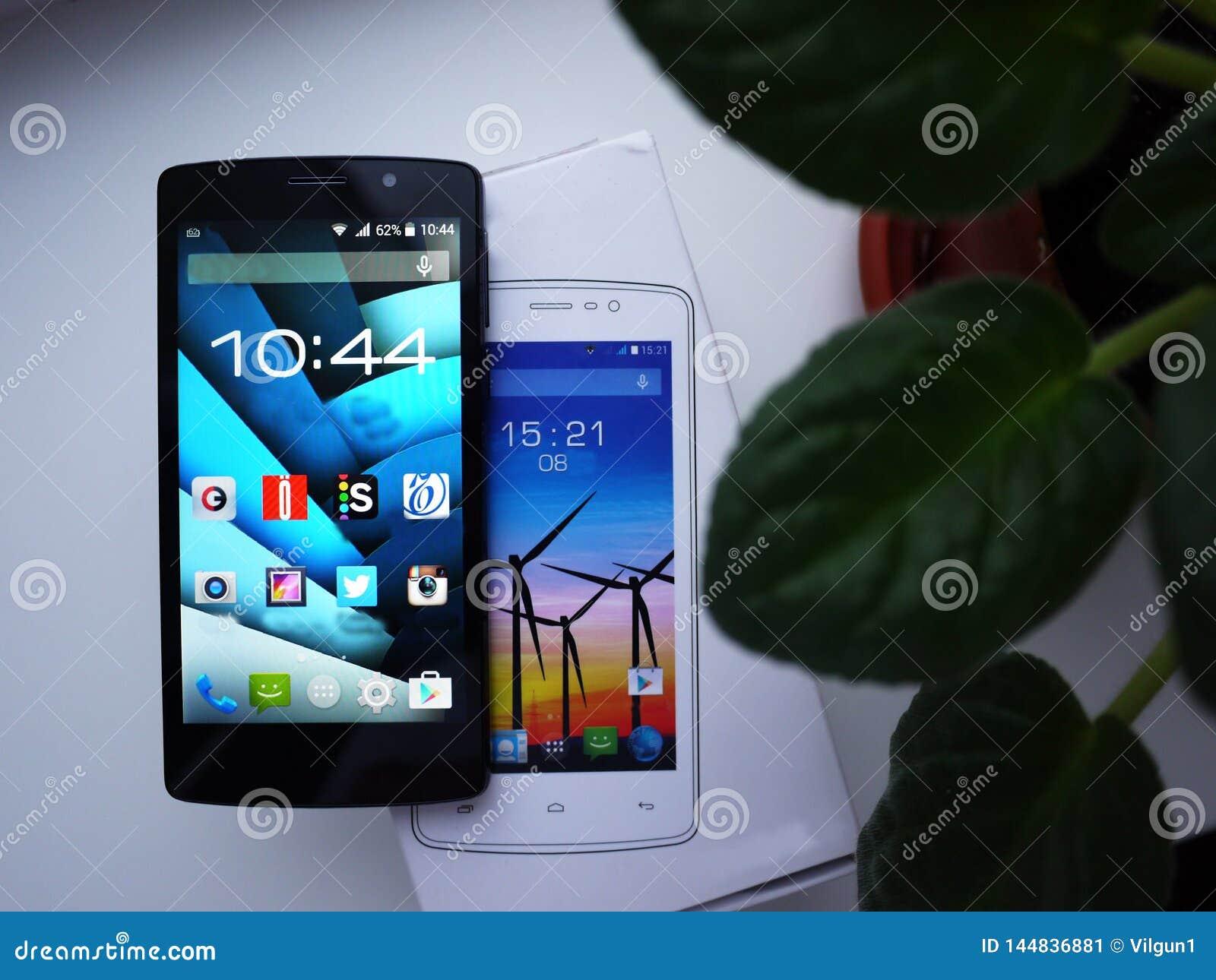 Smartphone-vertoning van verschillende grootte Diverse grootte van mobiele telefoonvertoningen wordt voorgesteld details