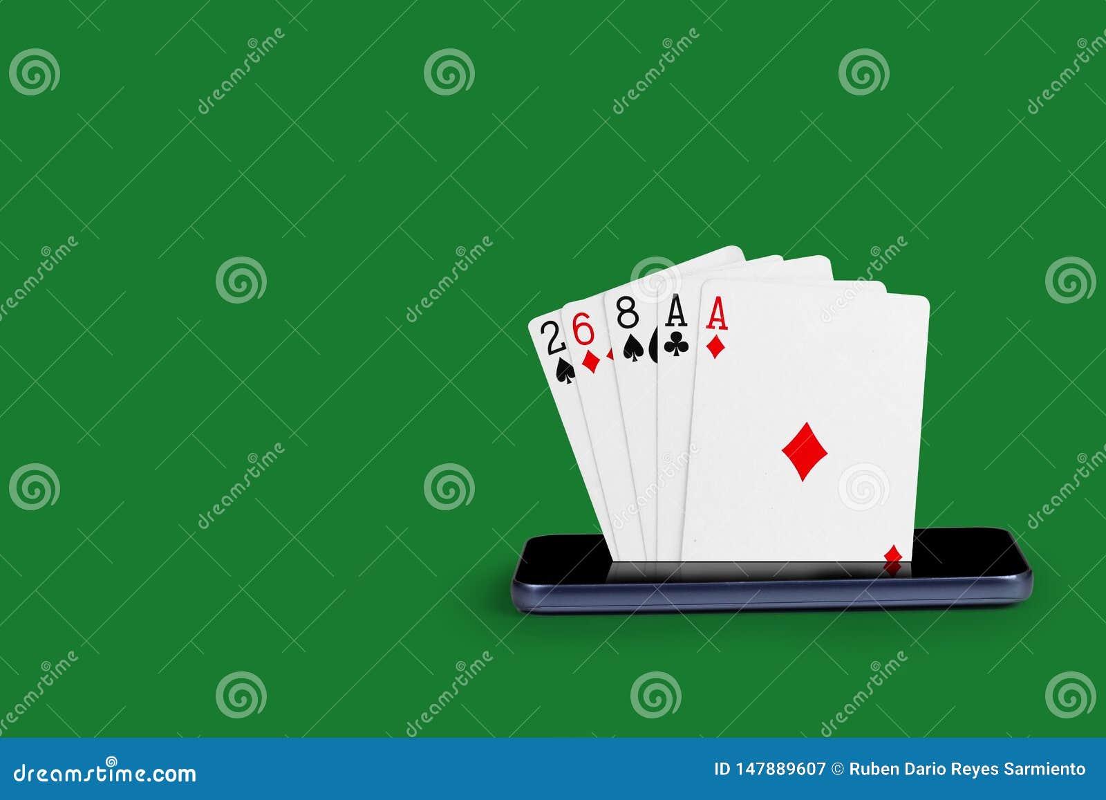Smartphone z grzebak kartami, karciana gra Jeden para sztandaru kr?lewskiego sekwensu online kasynowa ilustracja