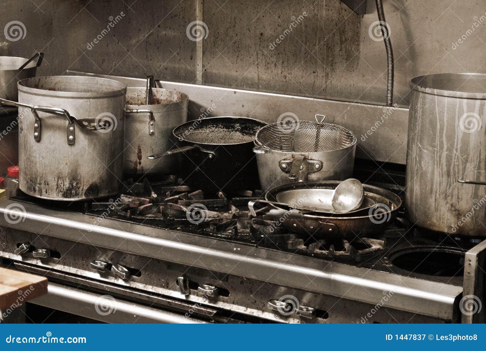 Smerige keuken royalty vrije stock fotografie afbeelding 1447837 - Beeld van eigentijdse keuken ...