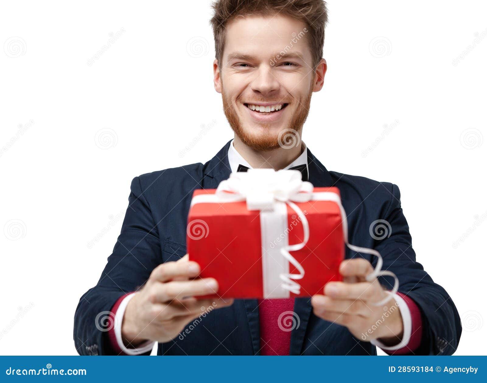 Сделать дорогой подарок парню или нет