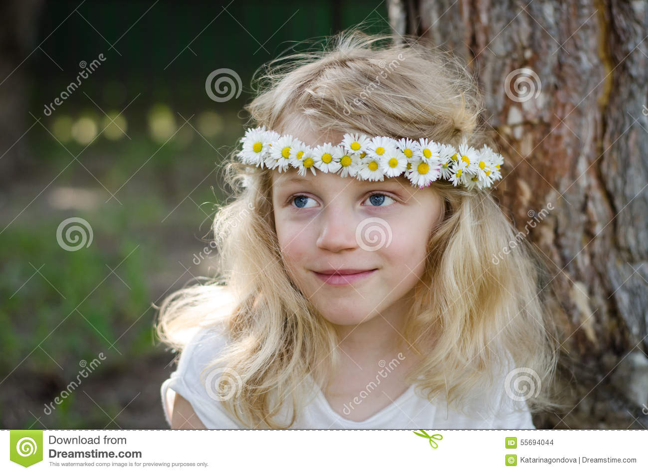 Smiling Blond Girl With Big Blue Eyes And With Daisies On Head Stock