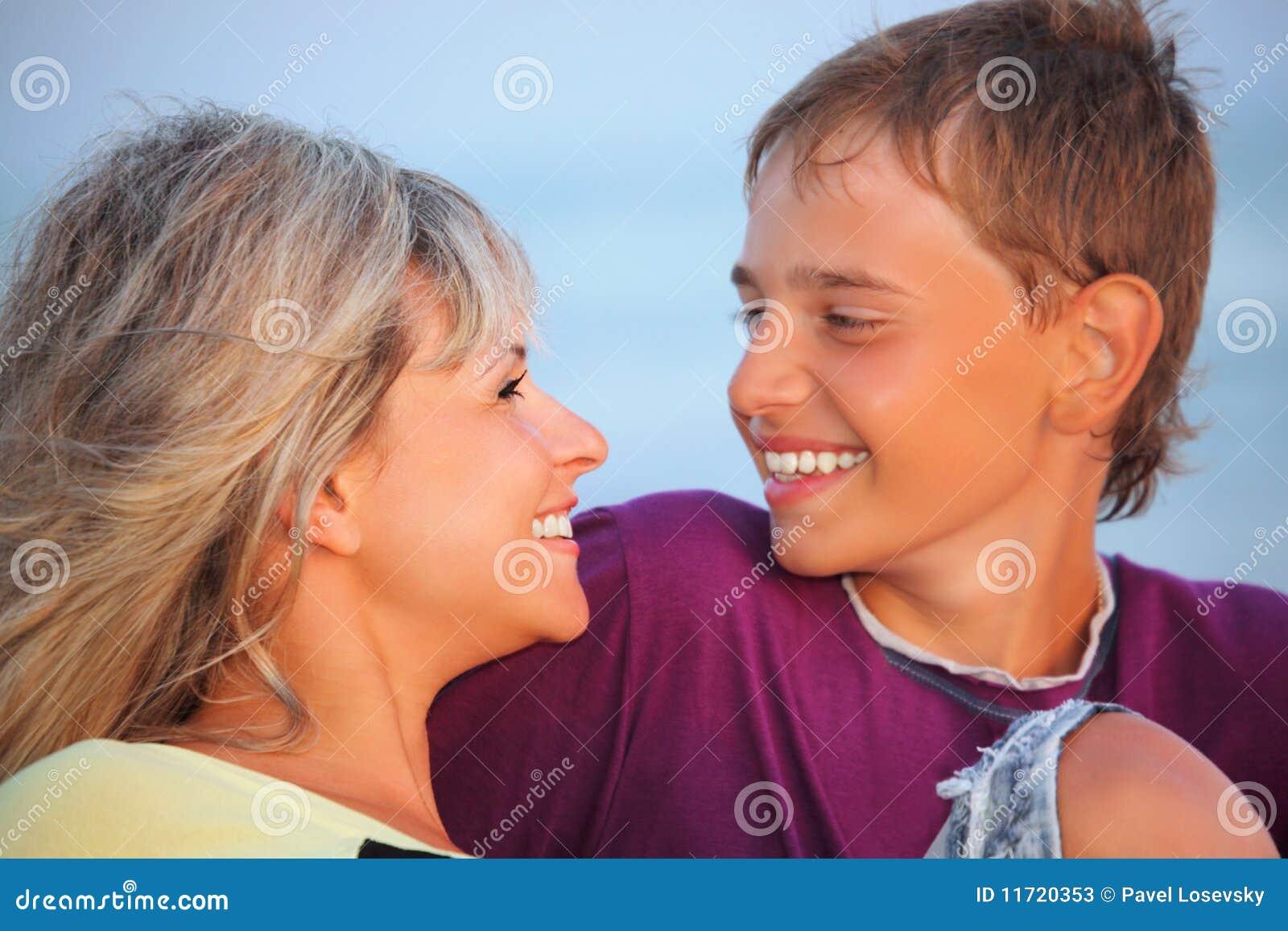 Родная мать возбудила сына секс, Роскошно сын ебет мать и вливает ей сперму в нежный 24 фотография