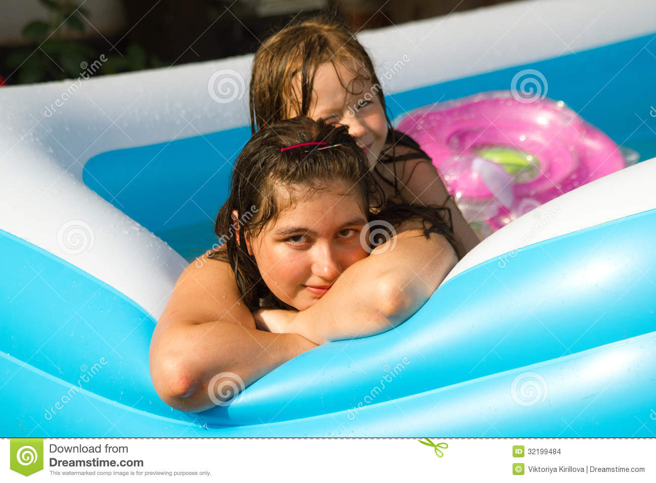 Smiling cute kids stock images image 32199484 for Cute pool pictures