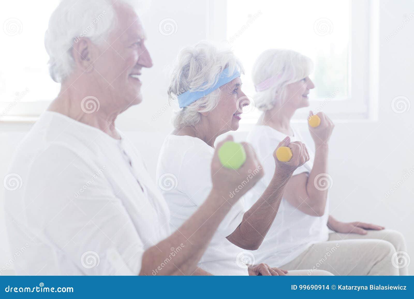 preventing falls in the elderly 2015-1-21 各位记者,大家新年好。今年第一次例行发布会在这里给大家发布,很高兴再次和大家见面。通报一些情况,并且回答大家的问题,今年这次发布会,因为是全年.