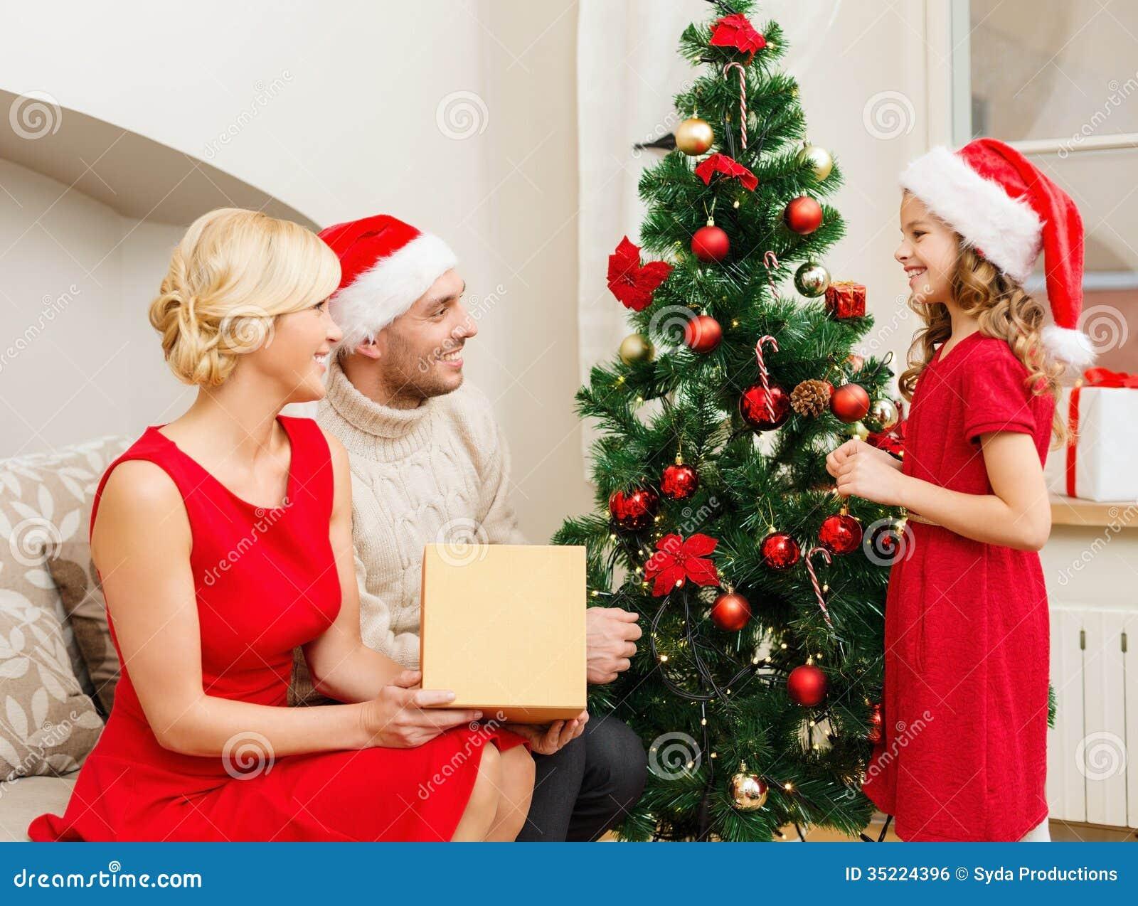 People Decorating A Christmas Tree u555u | images: family decorating christmas tree