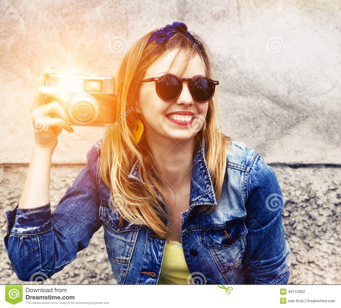 5845cfe5ca14 Smiling Girl With Vintage Camera Stock Photo - Image of retro