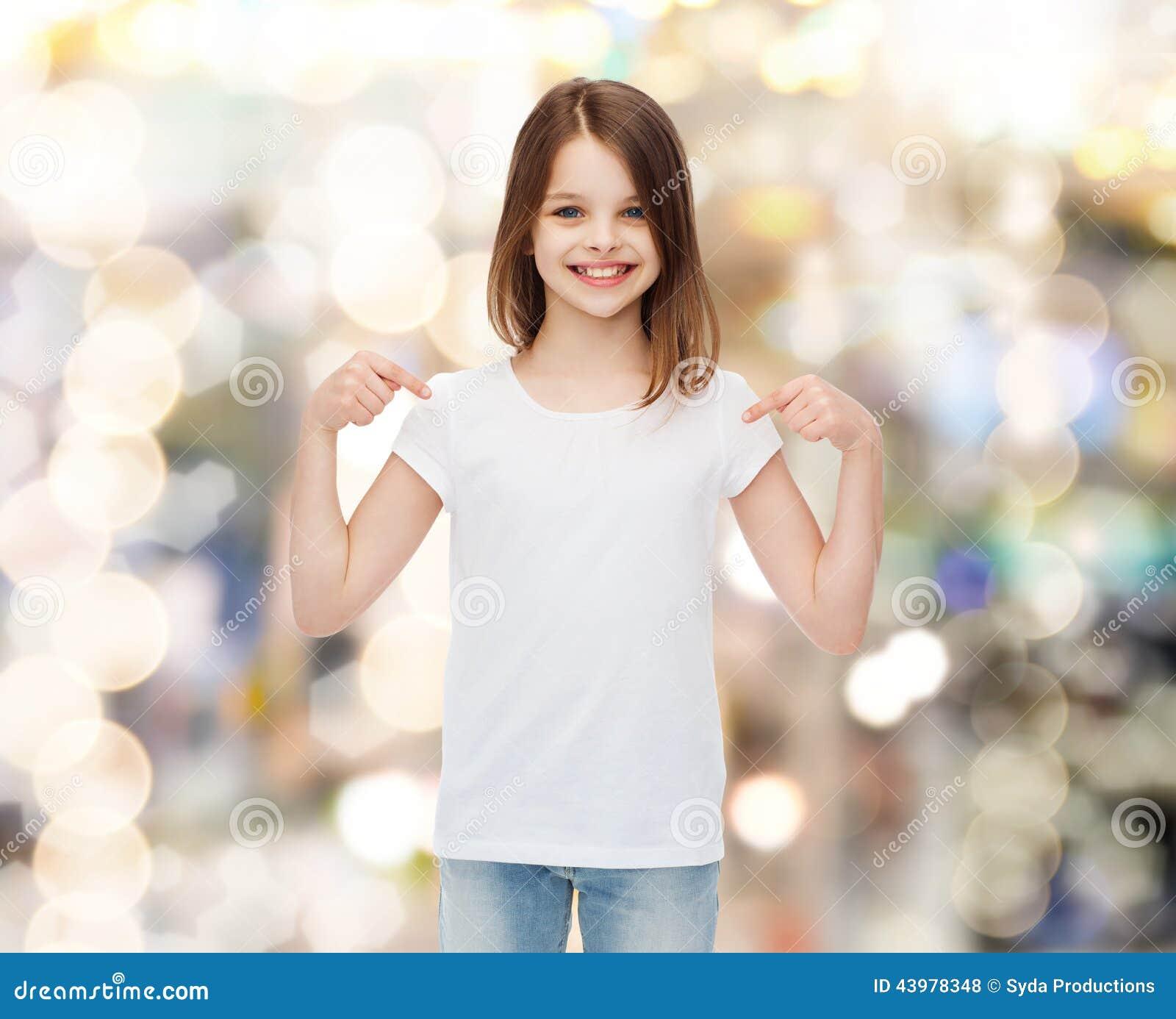 Advise little girl fingers herself