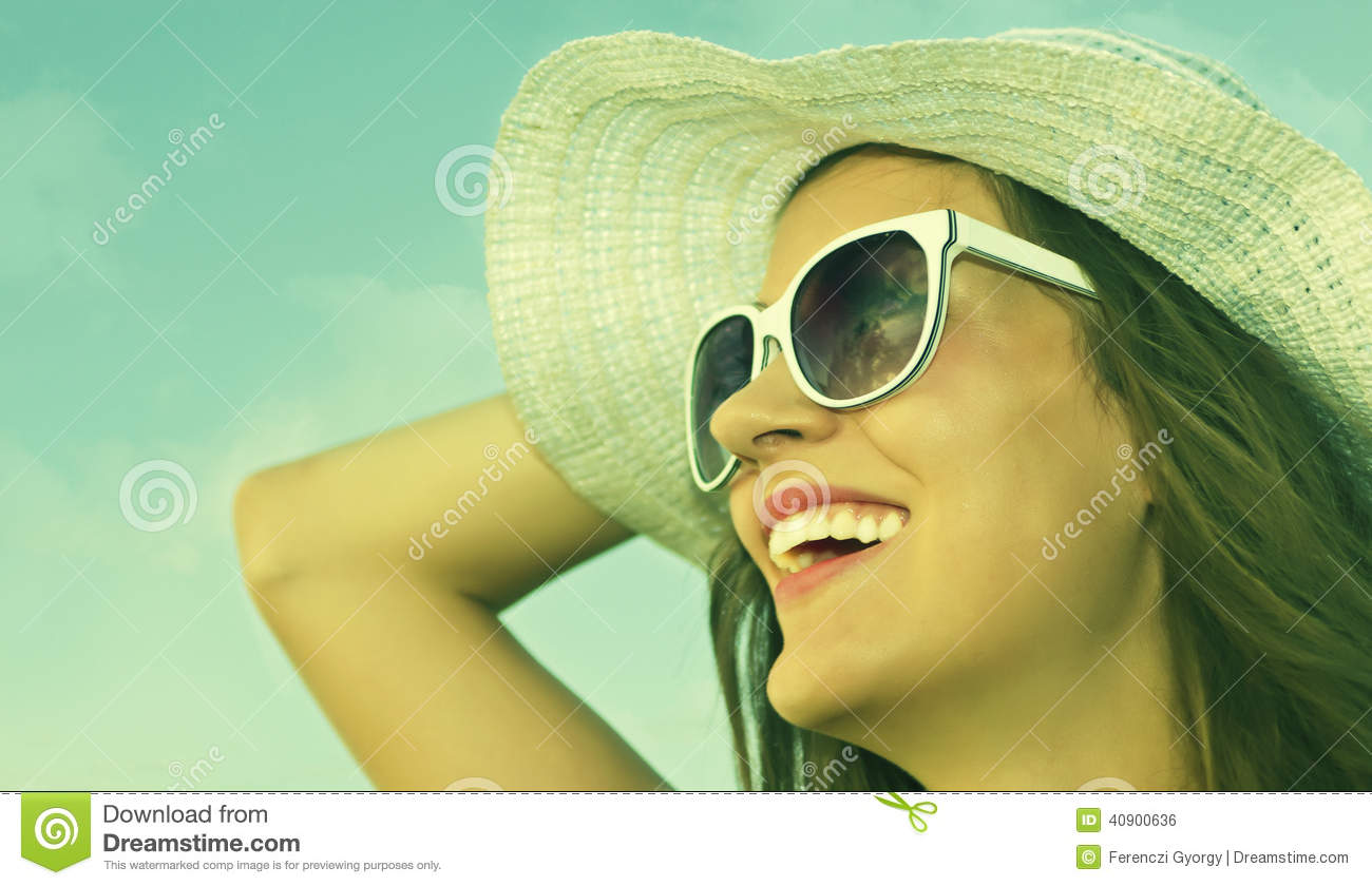 Beautiful girl with white hat staring at the sun 5ab0862213c