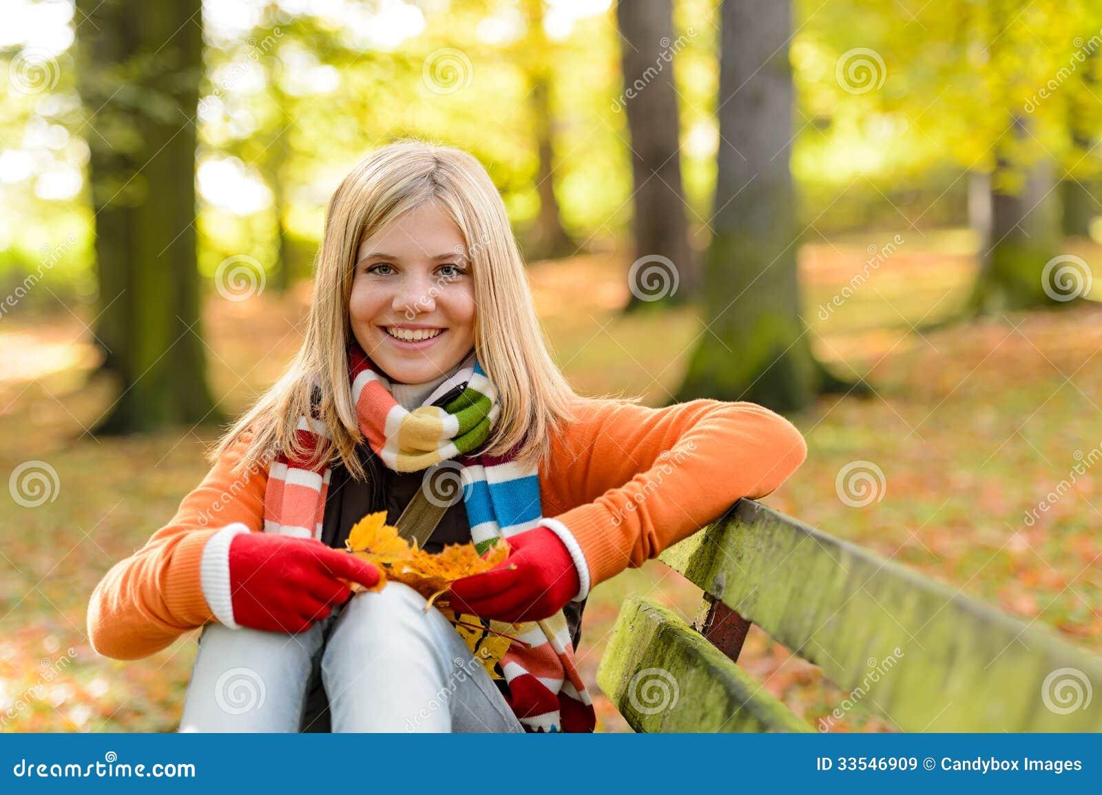 Студентка в парке 18 фотография