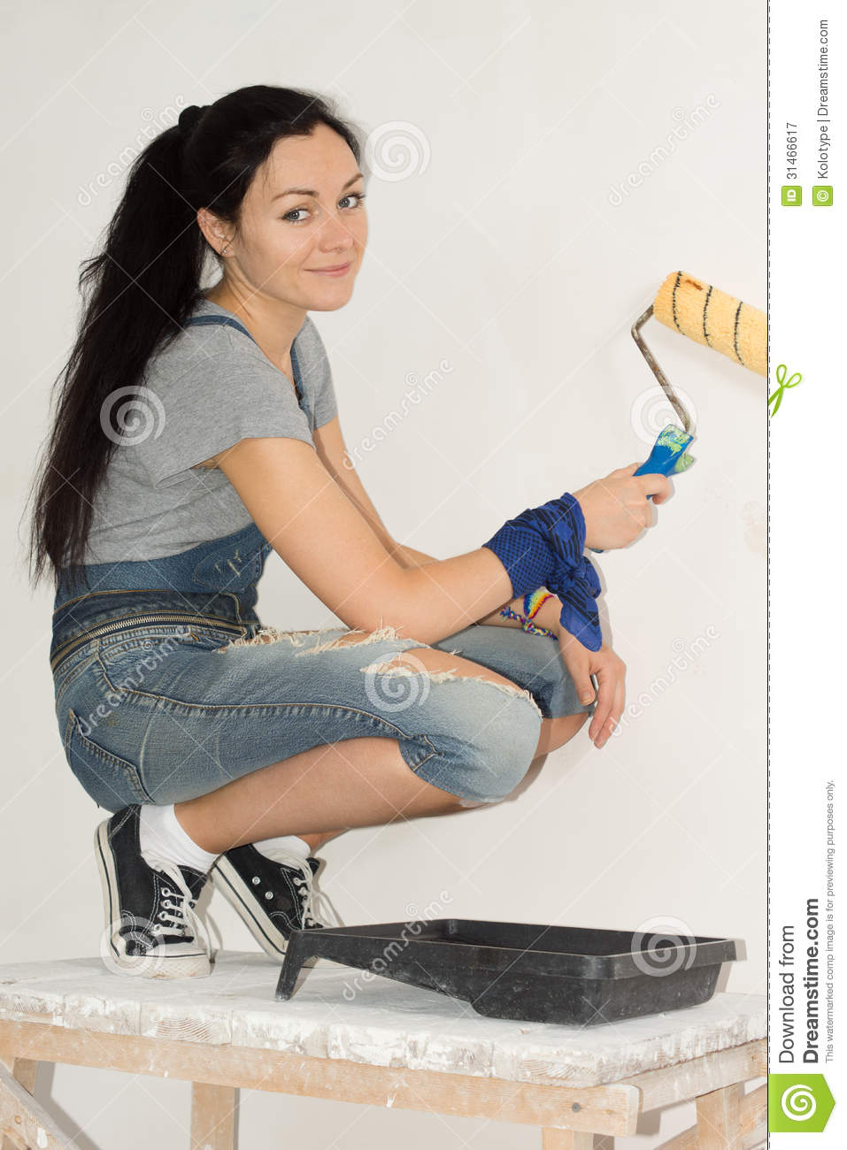 Painter And Decorator Prices >> Smiling Woman Painting The Wall Of Her Home Royalty Free Stock Photography - Image: 31466617