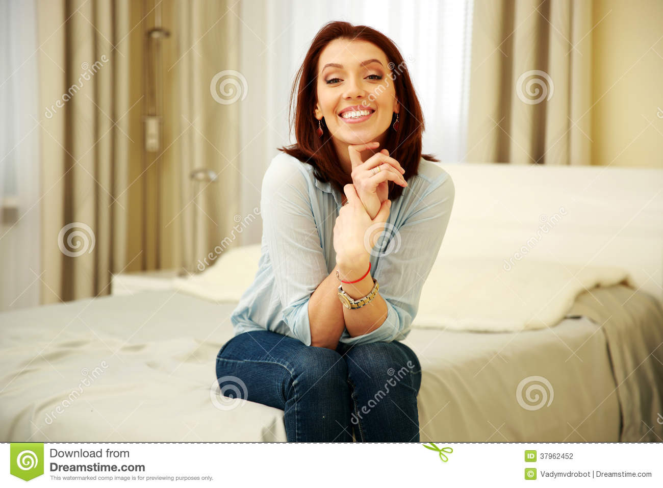Smiling woman sitting on the bed stock photography image 37962452