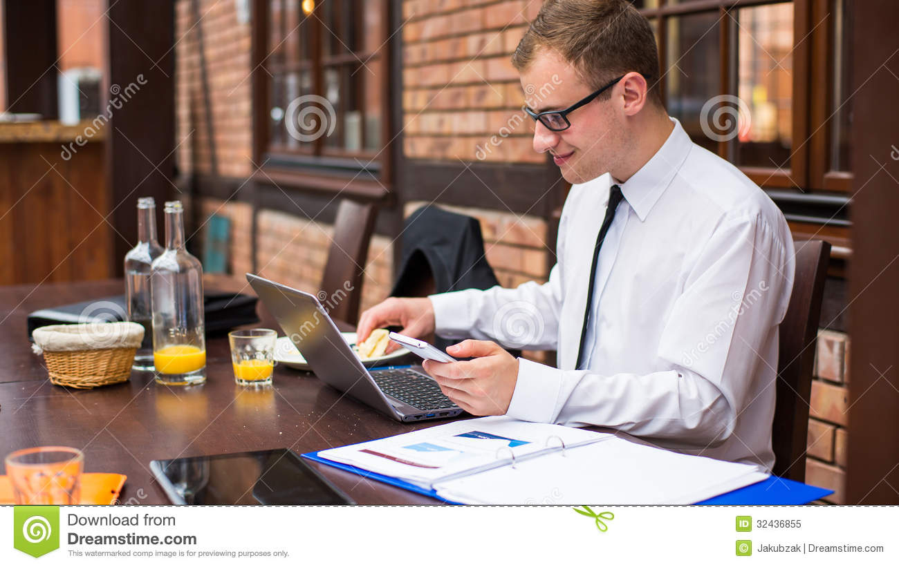 Smiling-young-businessman