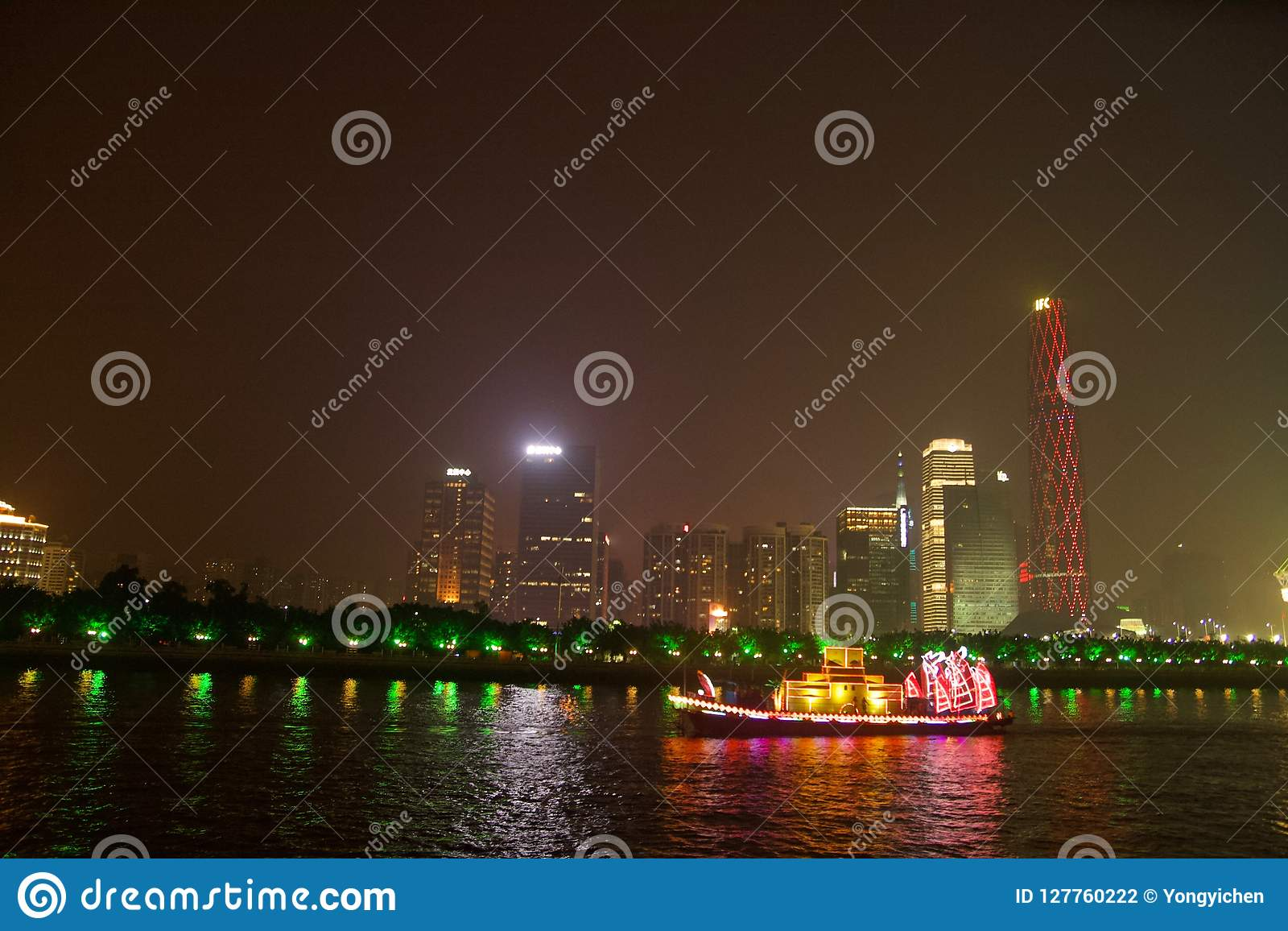 Smok łódź w Guangzhou Chiny