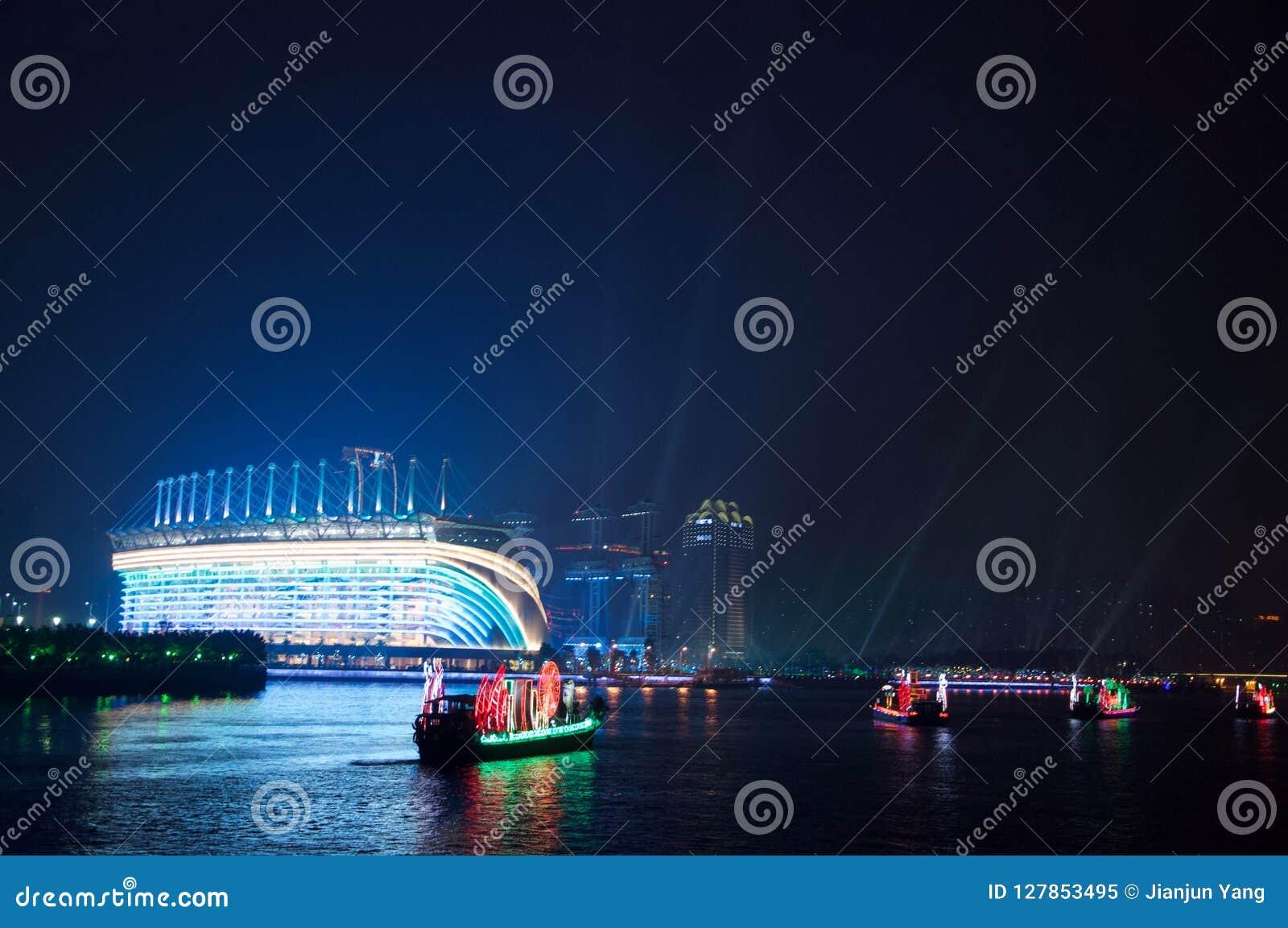 Smok łódź w Guangzhou kantonie Chiny