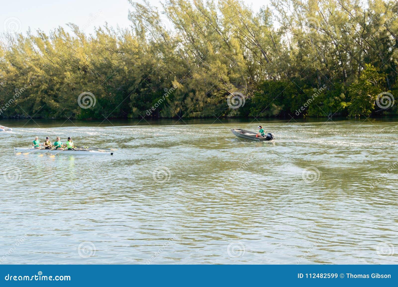 Smoka łódkowaty szkolenie na wodzie