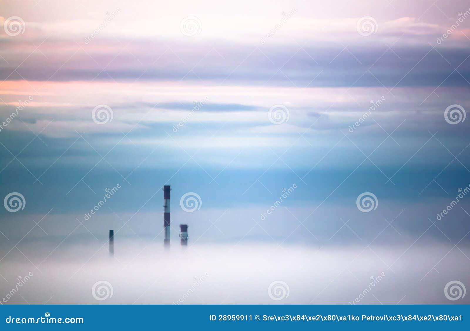 Smokestacks w mgle