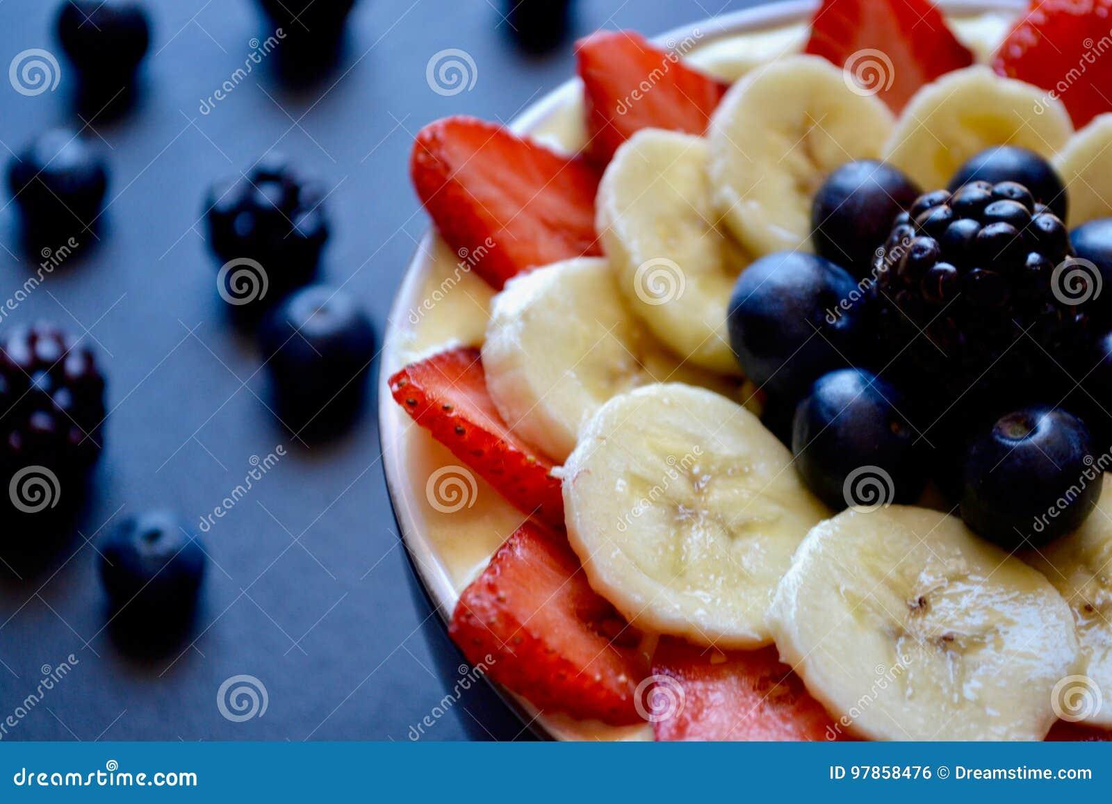 Smoothie свежих фруктов в шаре