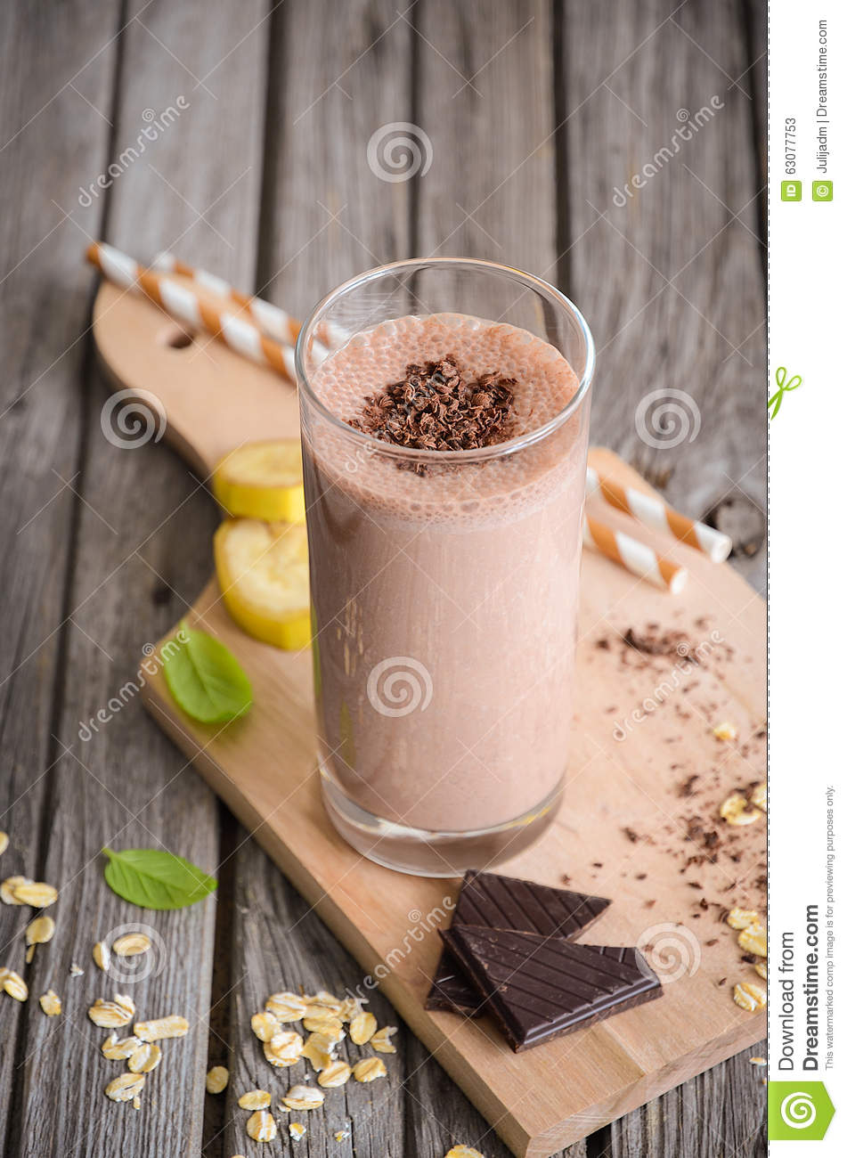 Download Smoothie De Chocolat Et De Banane Avec La Farine D'avoine Image stock - Image du fruit, breakfast: 63077753