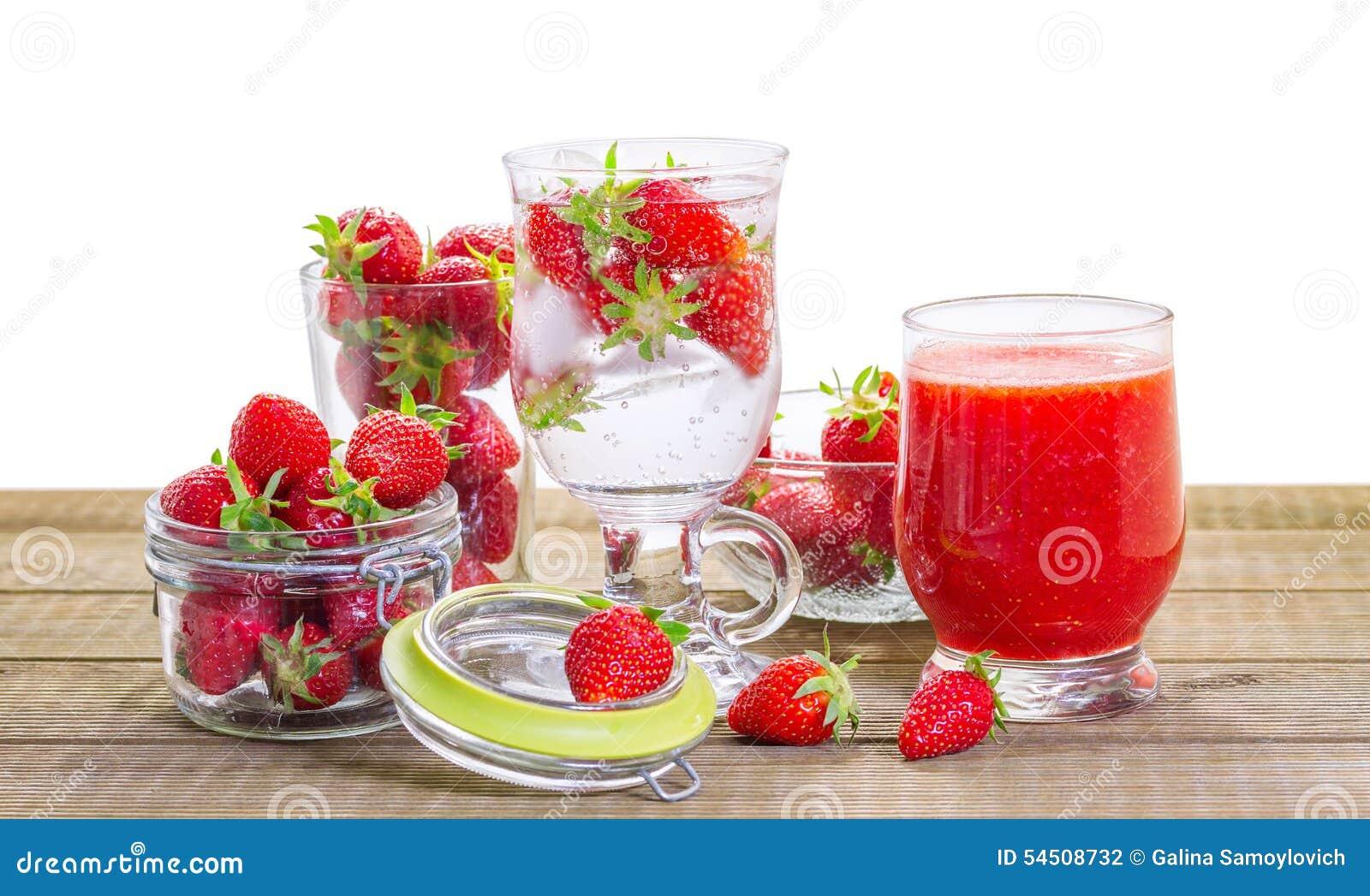 Smoothie de fraise avec les baies fraîches