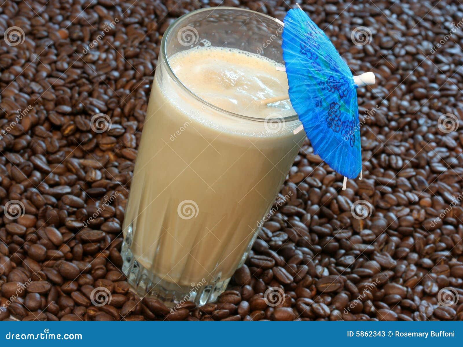 Smoothie do café em feijões de café