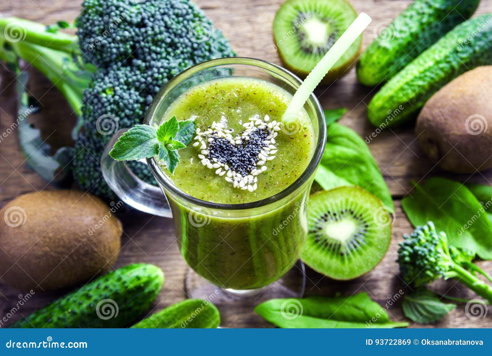 Smoothie vegetal verde
